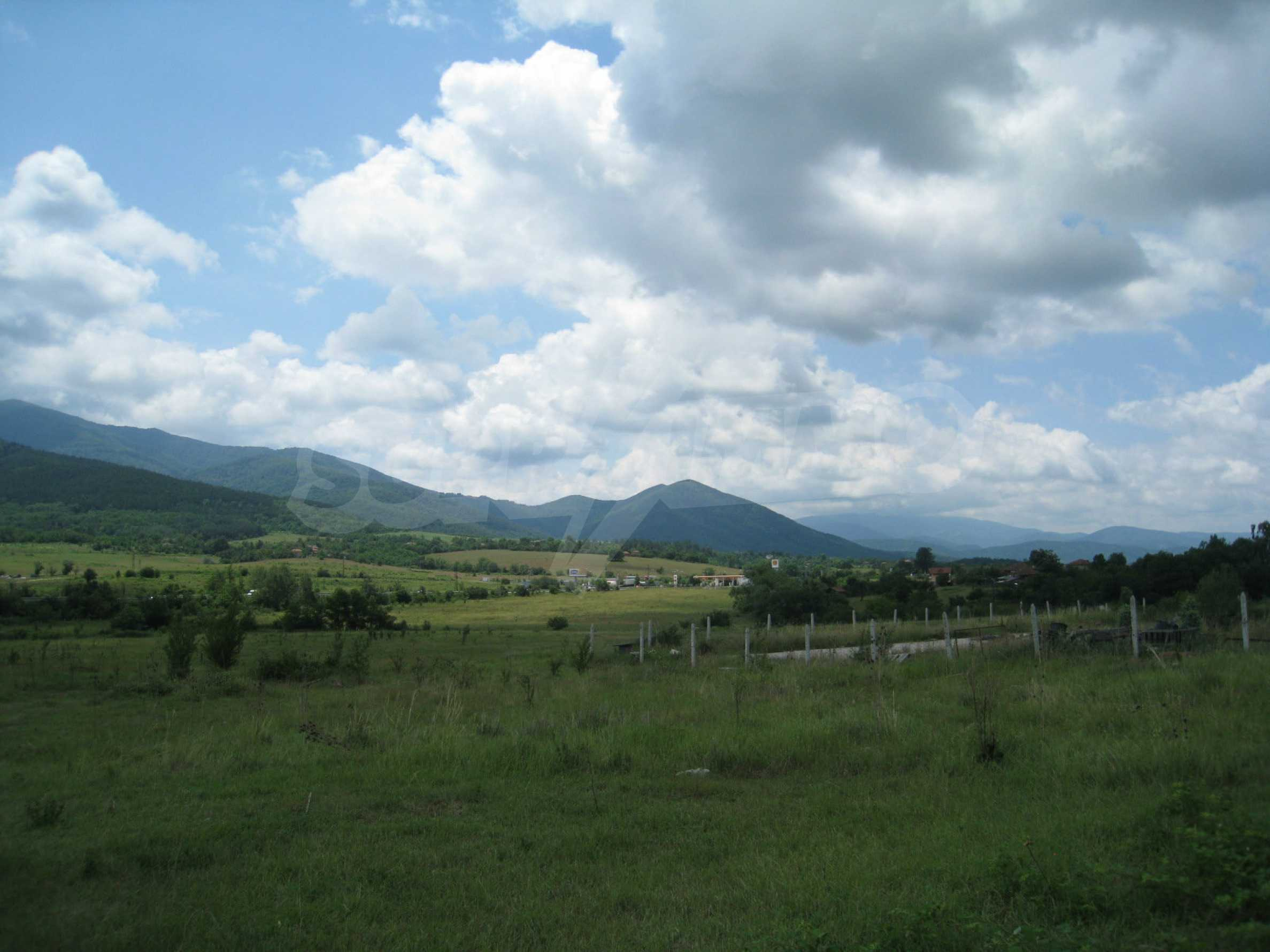 Investment land near the golf course in Pravets 10