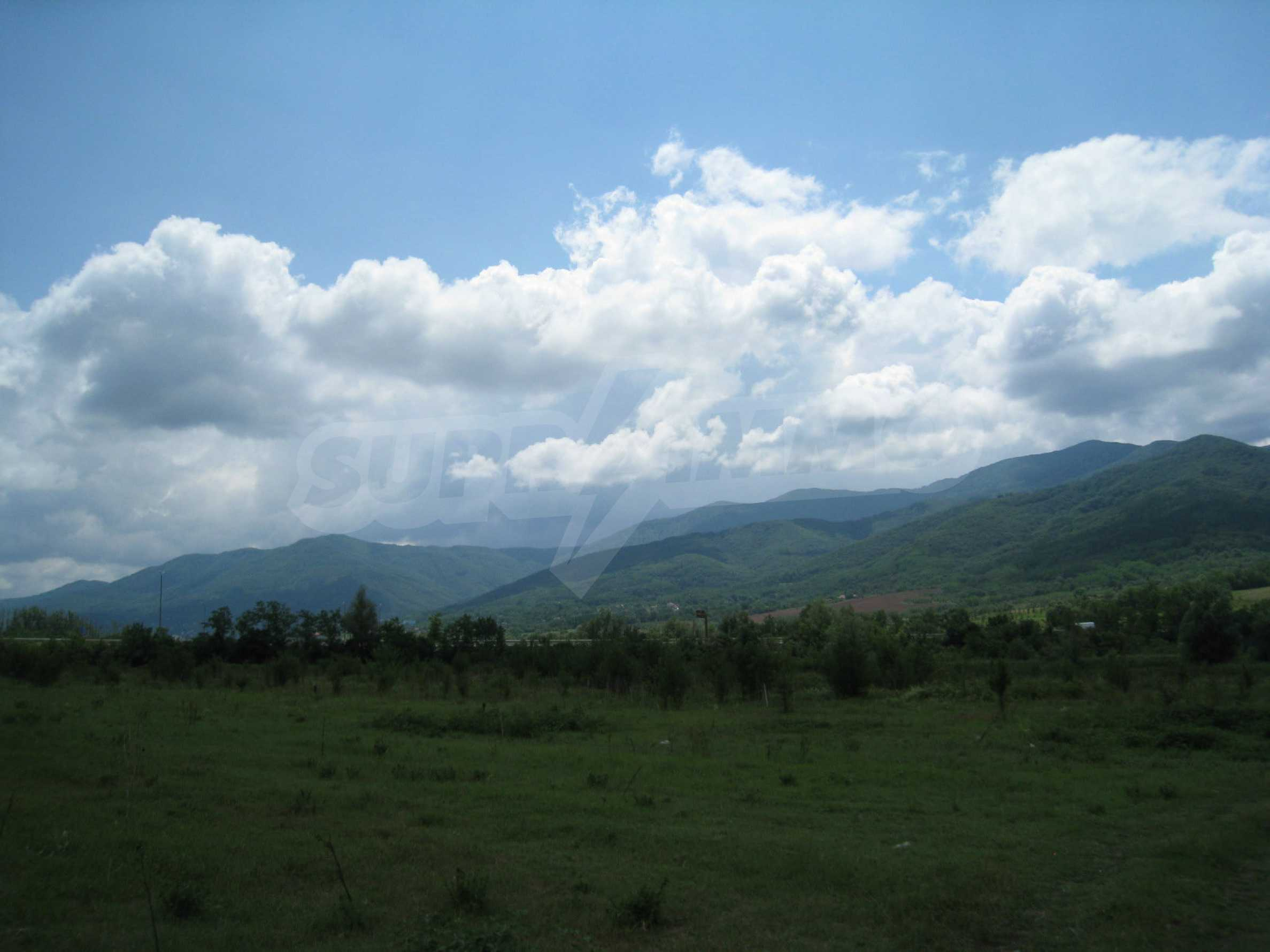 Investment land near the golf course in Pravets 11