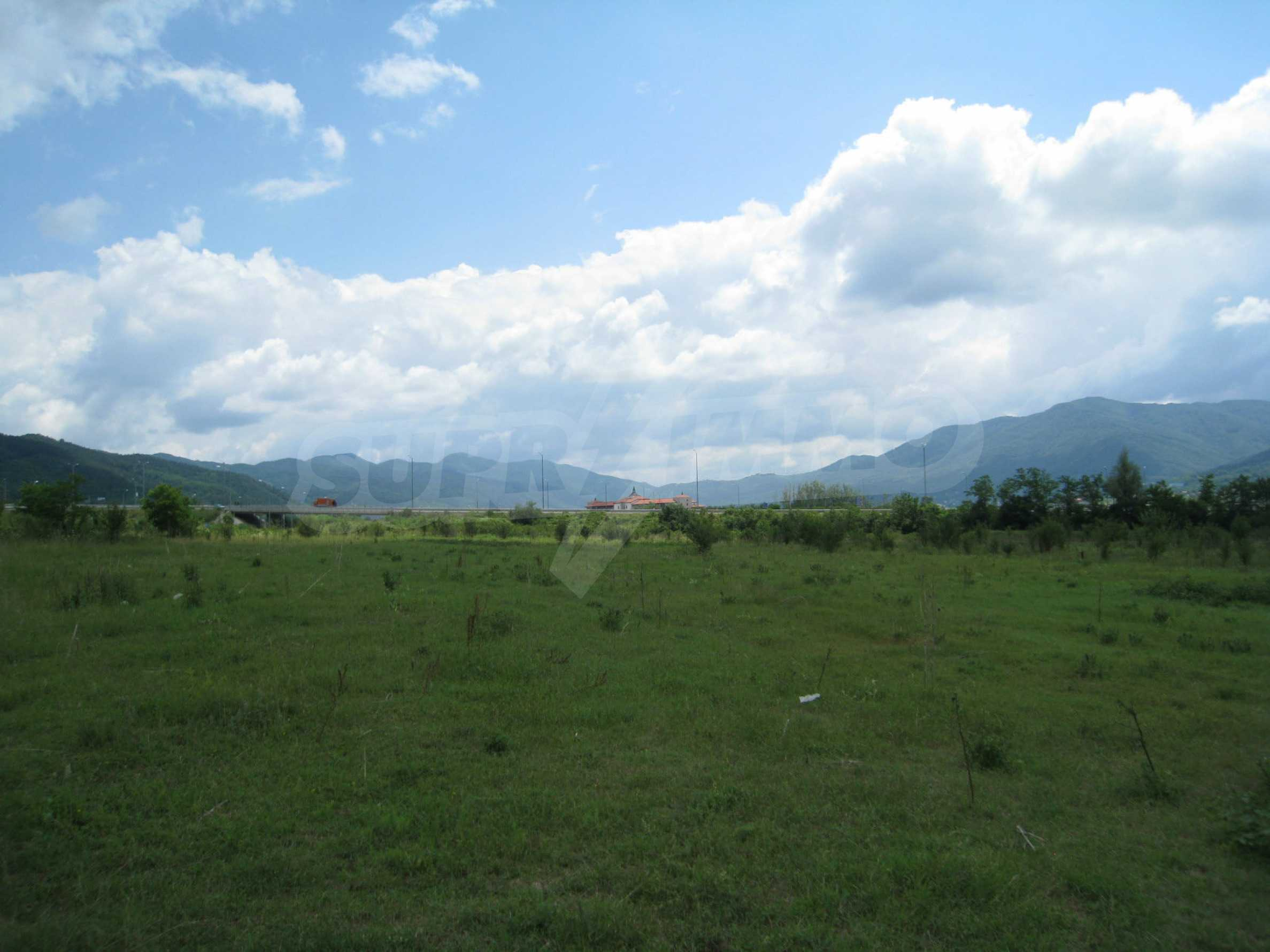 Investment land near the golf course in Pravets 13