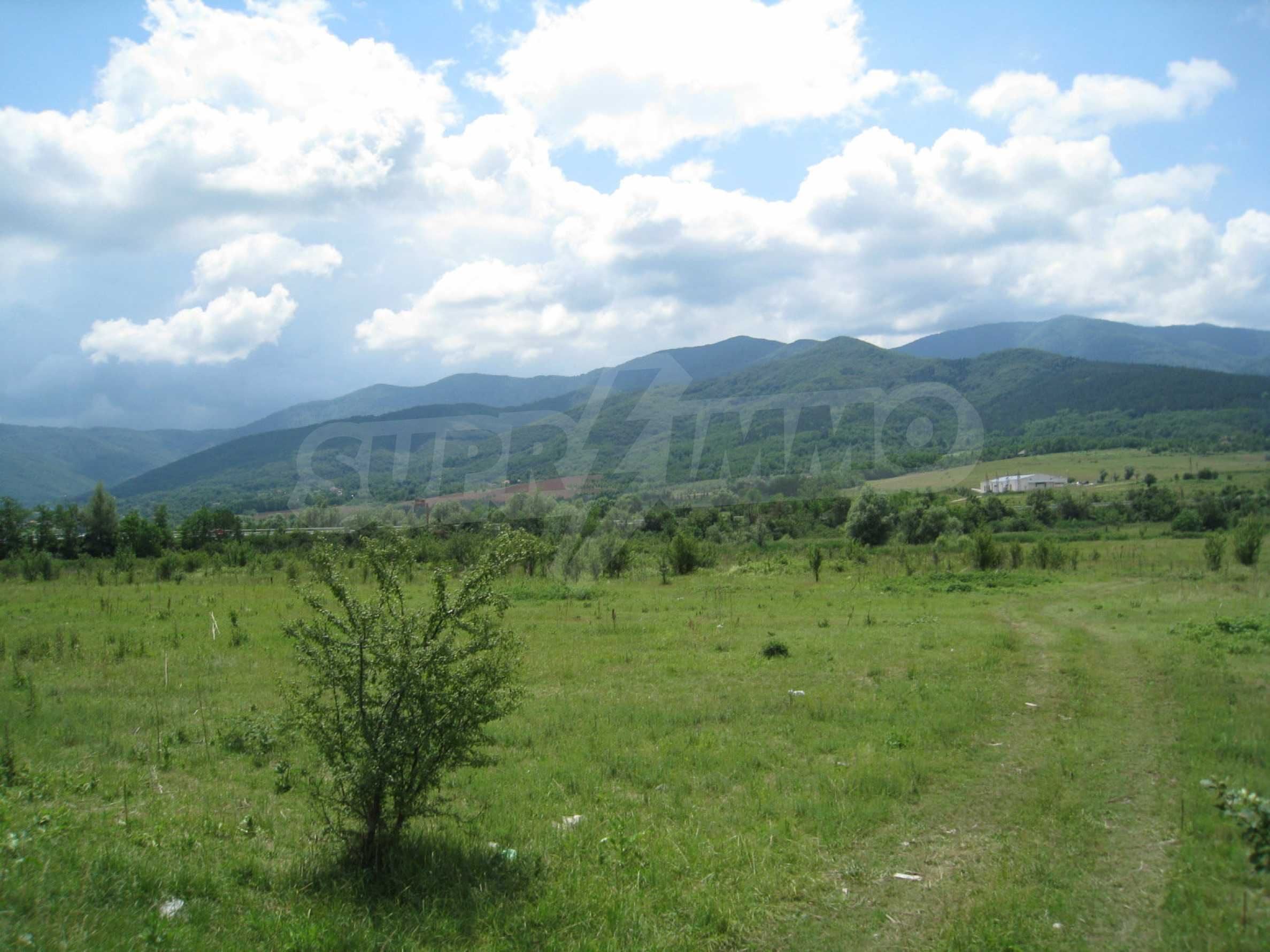 Investment land near the golf course in Pravets 1