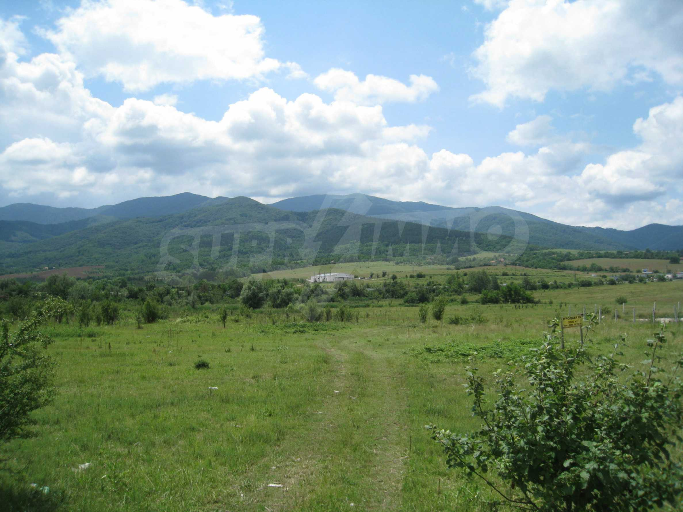 Investment land near the golf course in Pravets 2