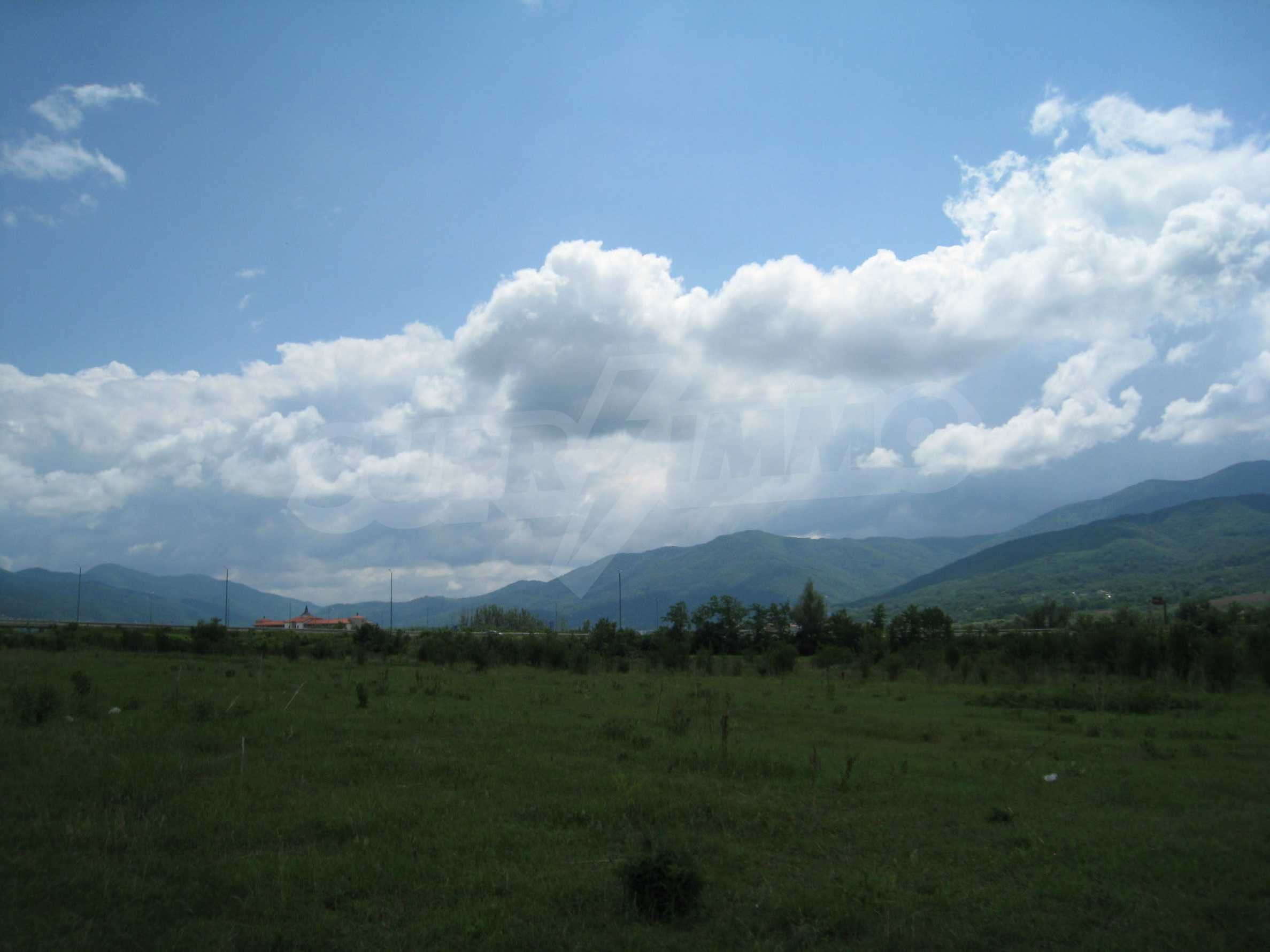 Investment land near the golf course in Pravets 7