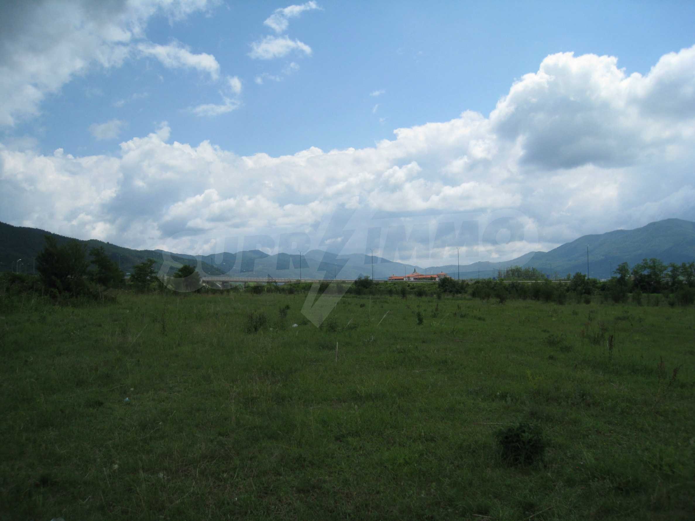 Investment land near the golf course in Pravets 8