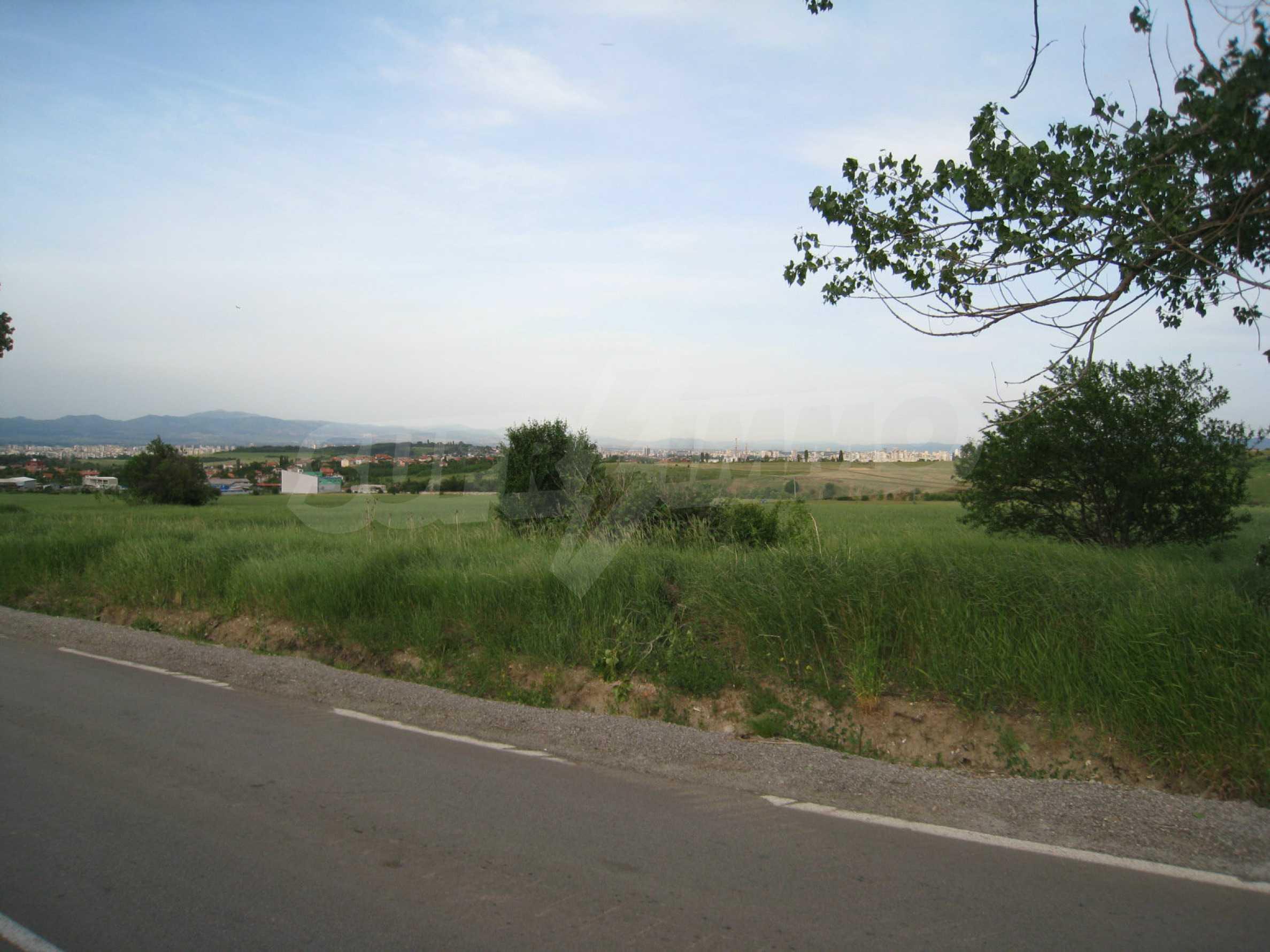Agricultural land at asphalt road in Suhodol 2
