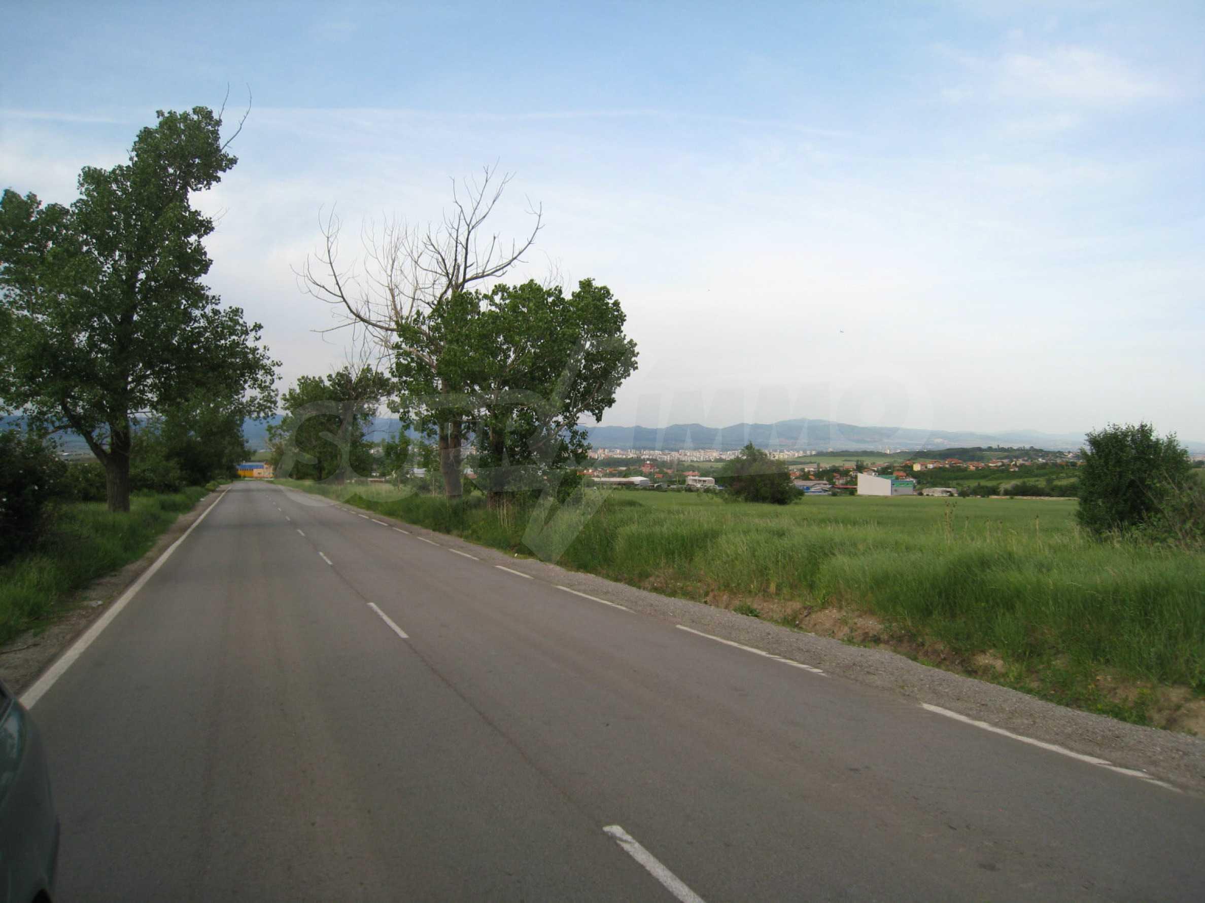Agricultural land at asphalt road in Suhodol 3