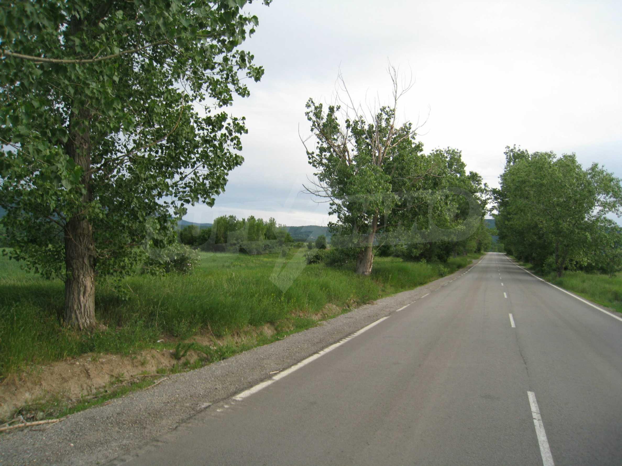 Agricultural land at asphalt road in Suhodol 4