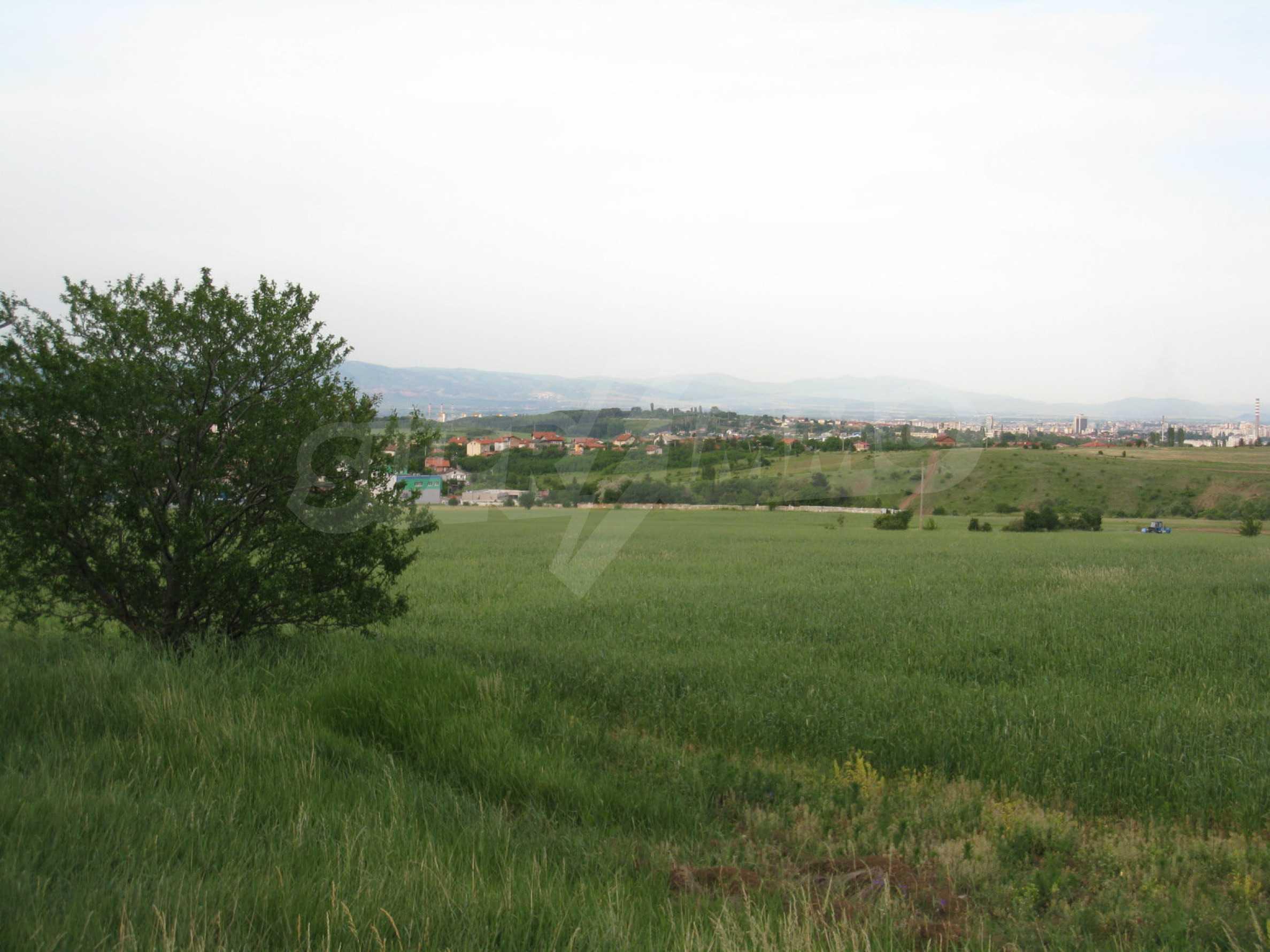 Agricultural land at asphalt road in Suhodol 5