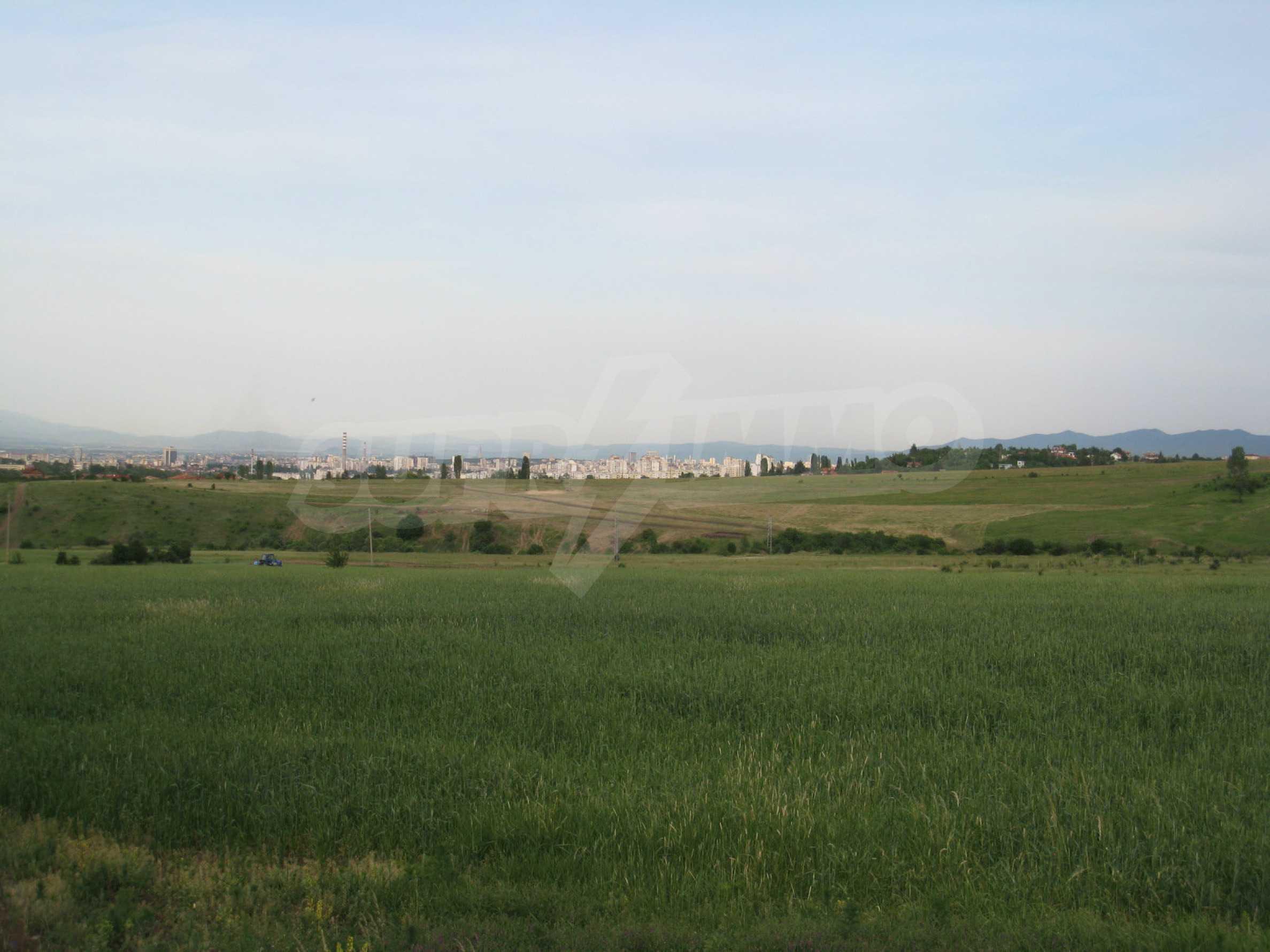 Agricultural land at asphalt road in Suhodol 6