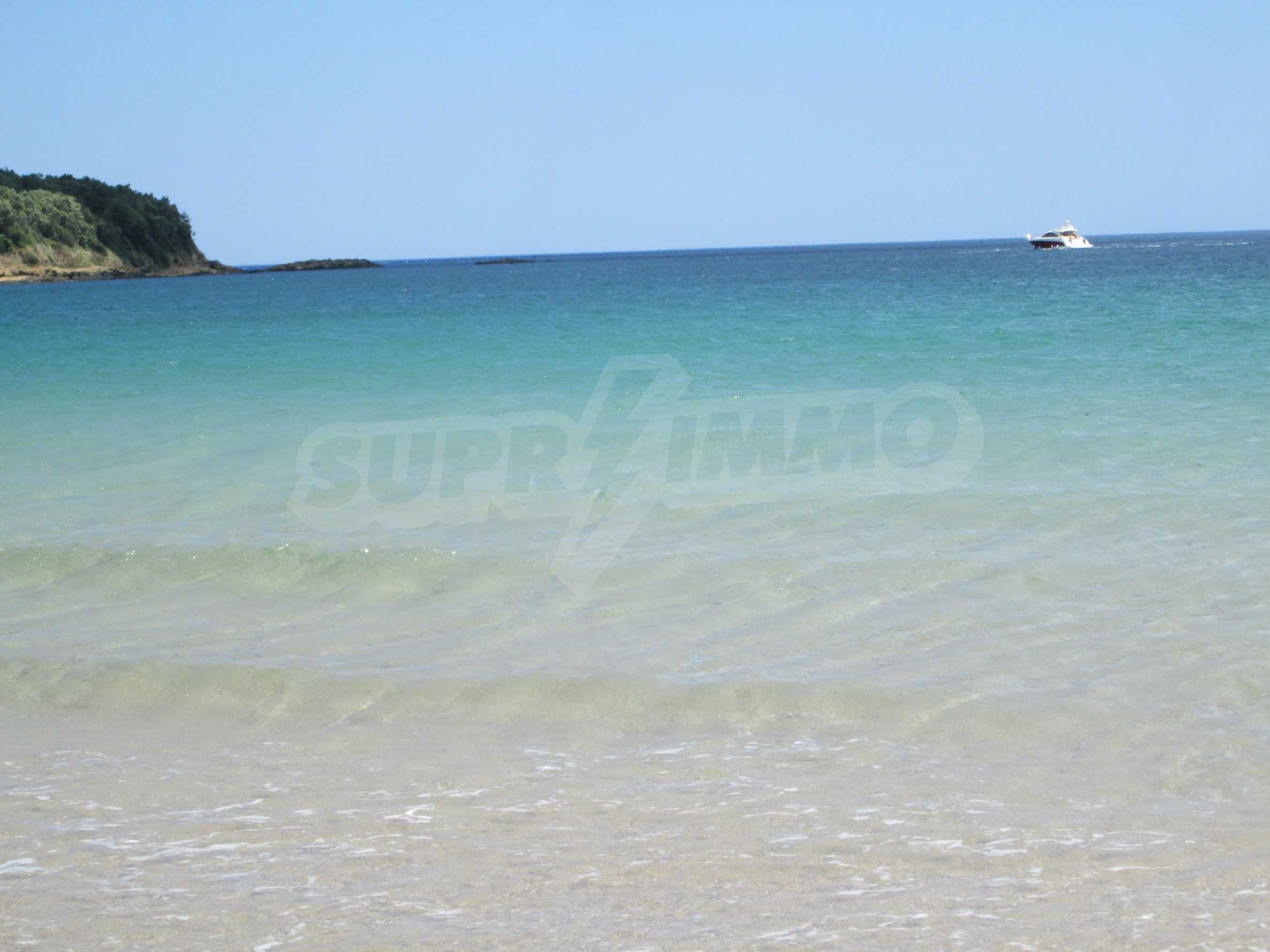 Fully furnished one-bedroom apartment on the sea 17