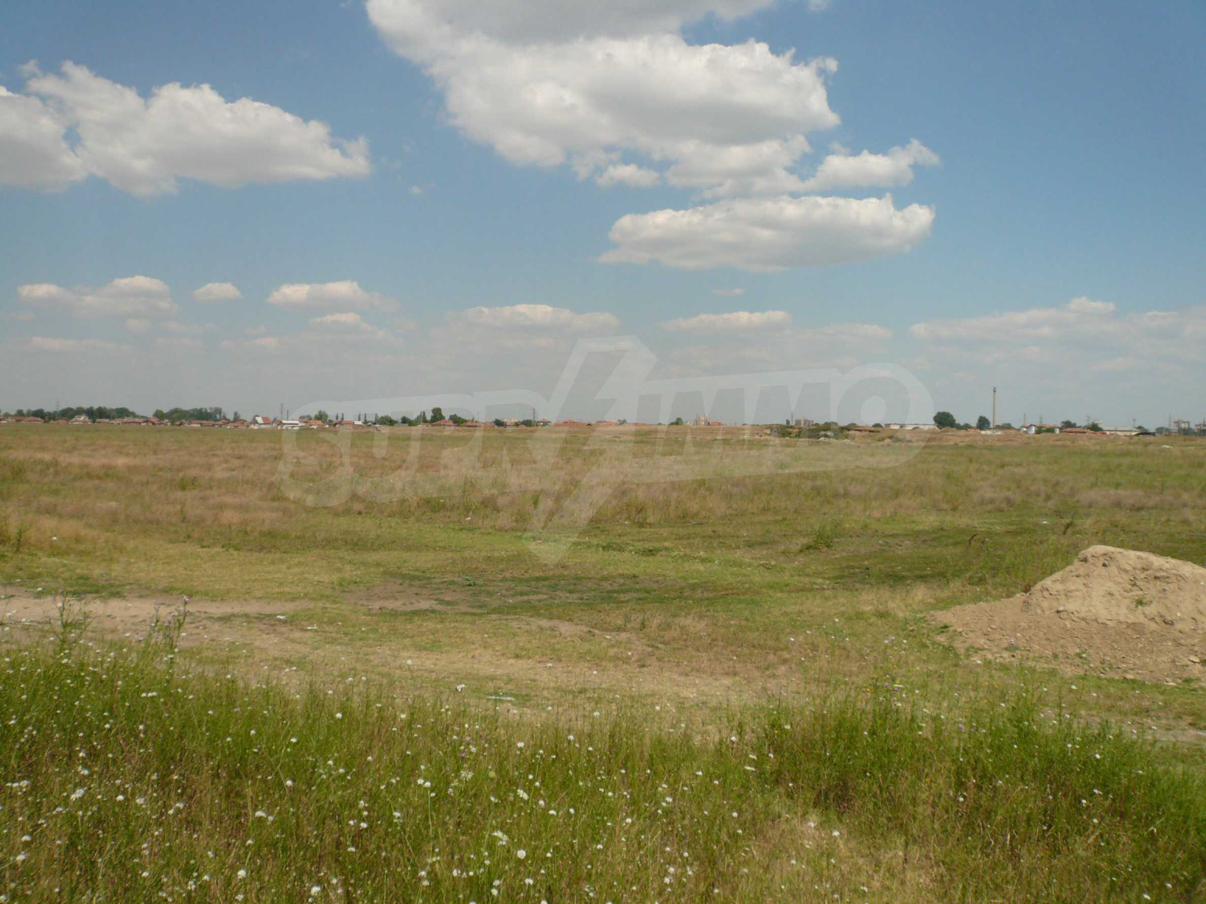 Spacious land near the E79 road and the Danube Bridge 2 2