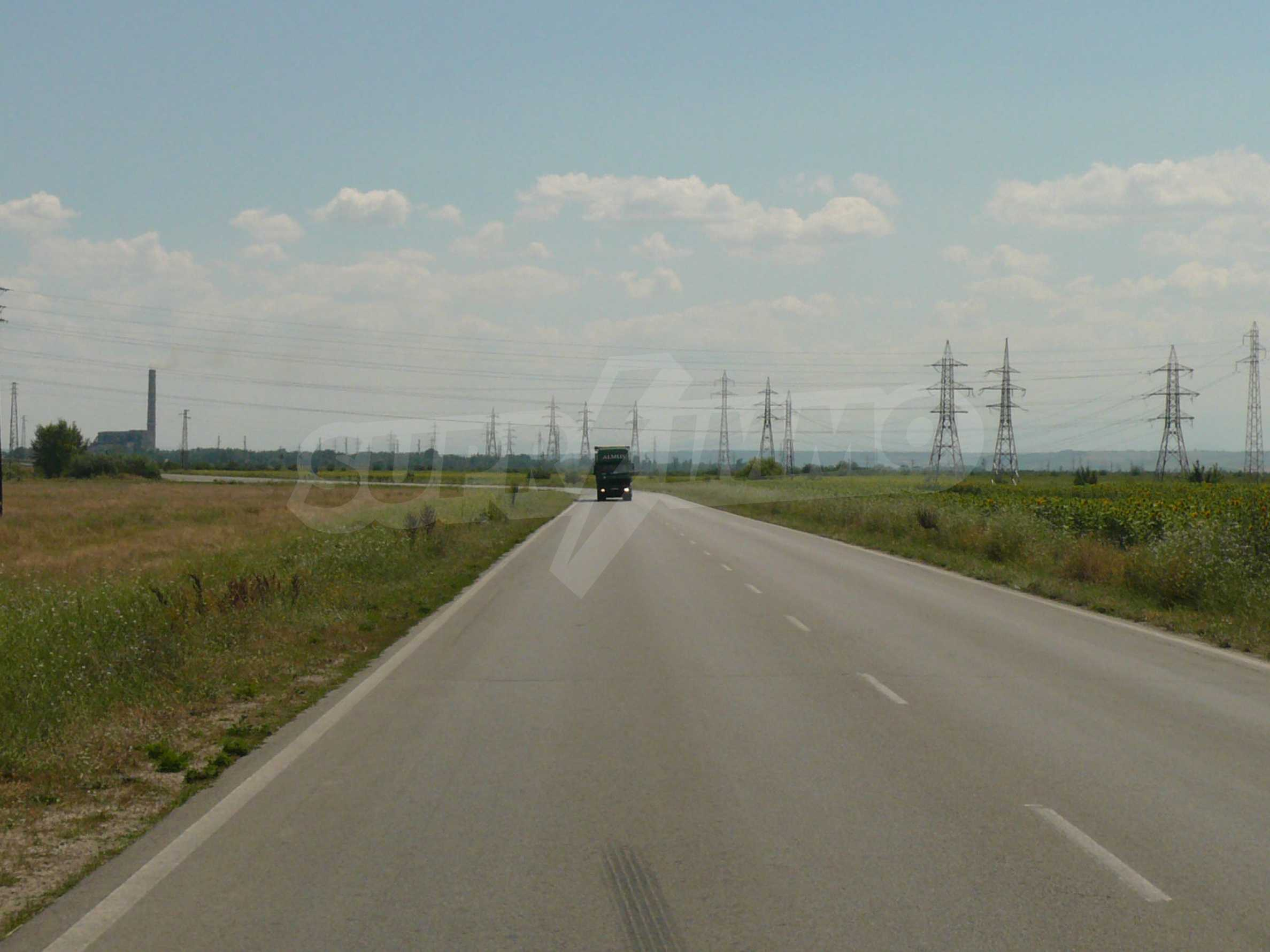 Spacious land near the E79 road and the Danube Bridge 2 3