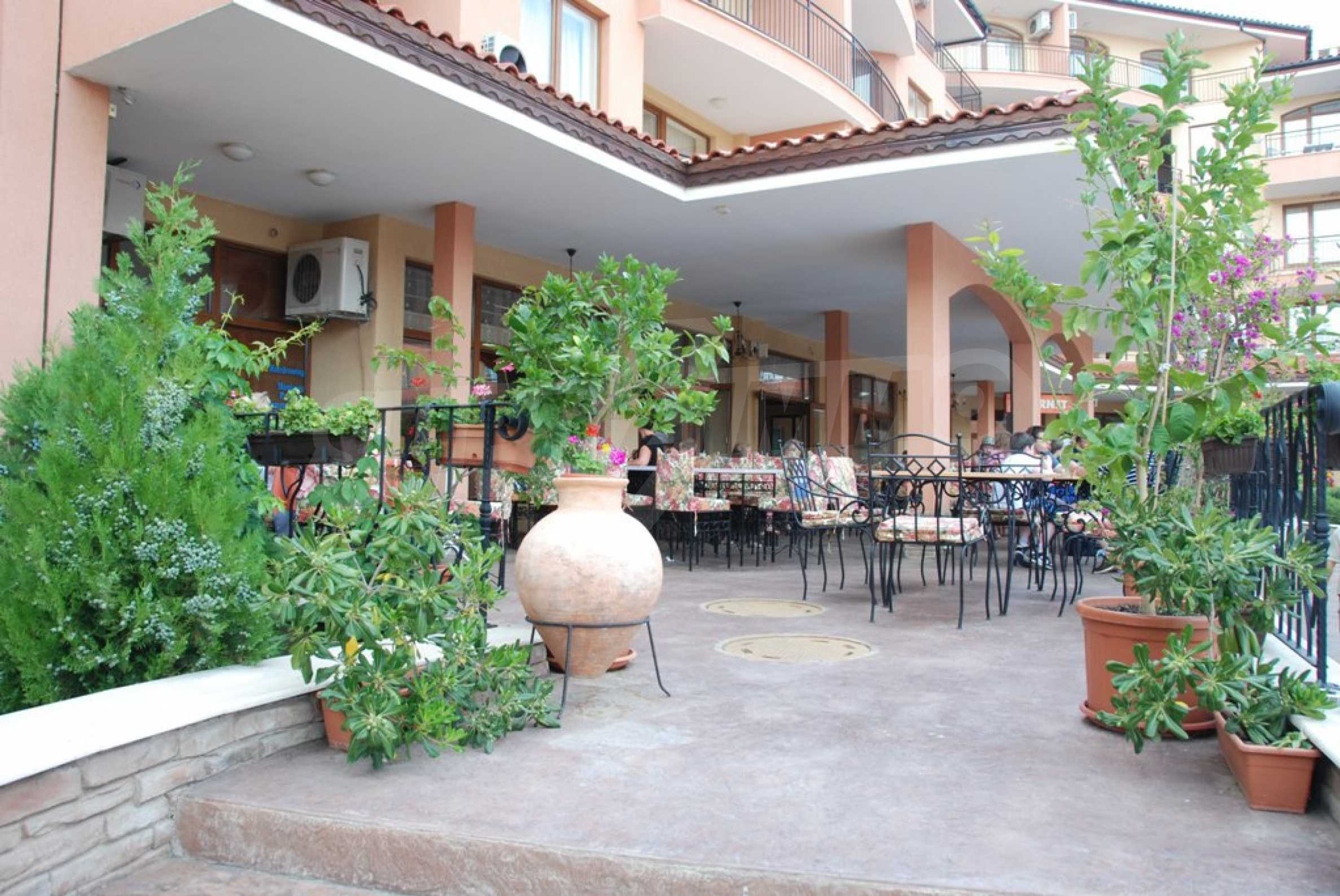 Luxury fully equipped restaurant 100m from the beach 12