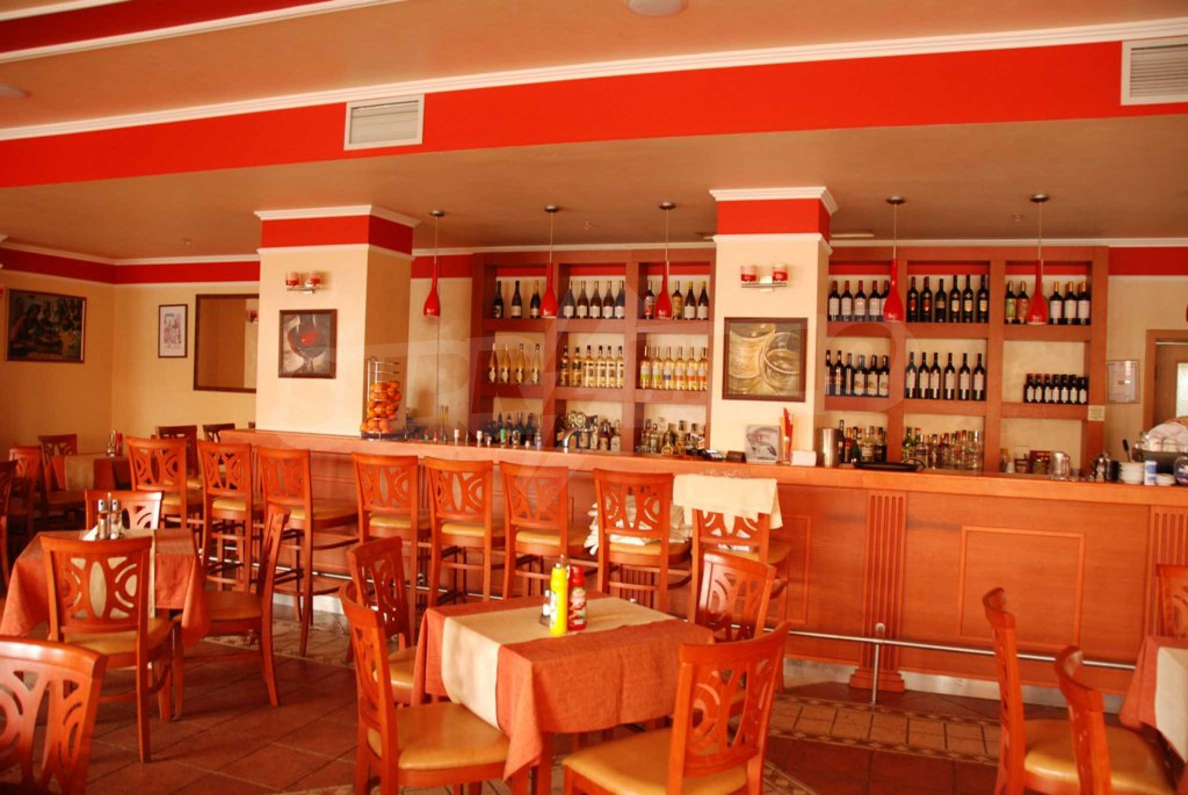 Luxury fully equipped restaurant 100m from the beach 6