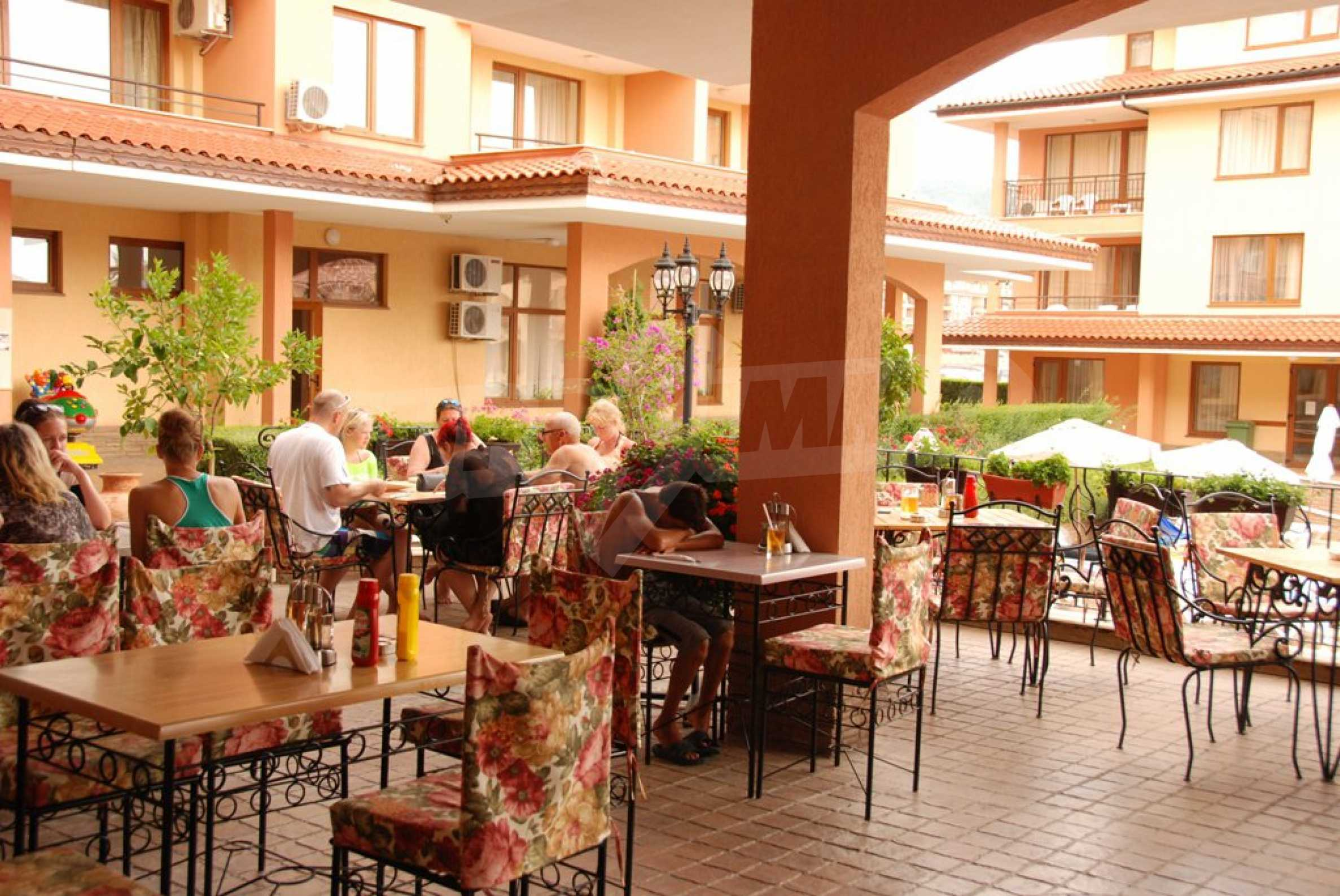 Luxury fully equipped restaurant 100m from the beach 8