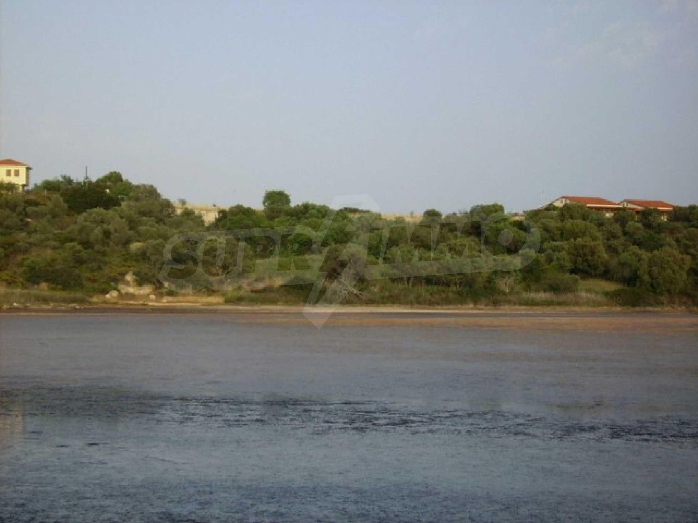 Земеделска земя  в  Остров Амулиани 9