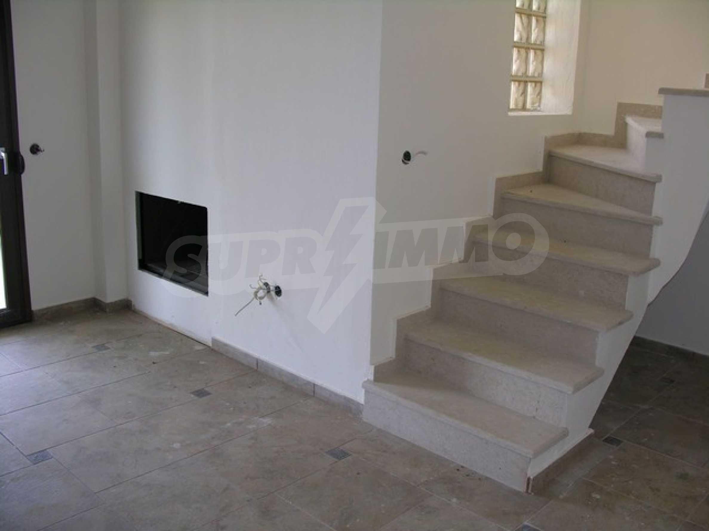 Къща  в  Посиди 17