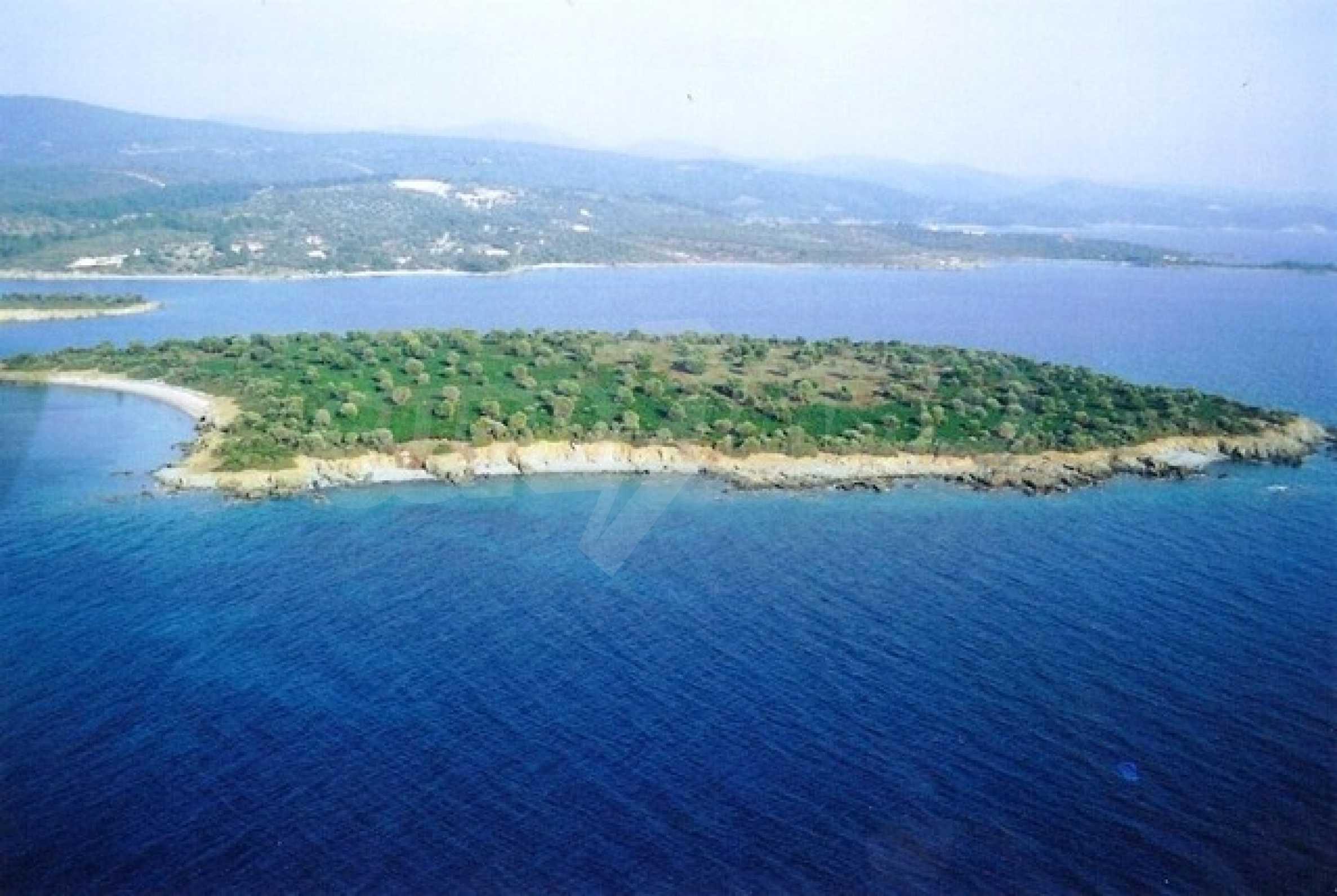 Остров  в  Агия Кириаки