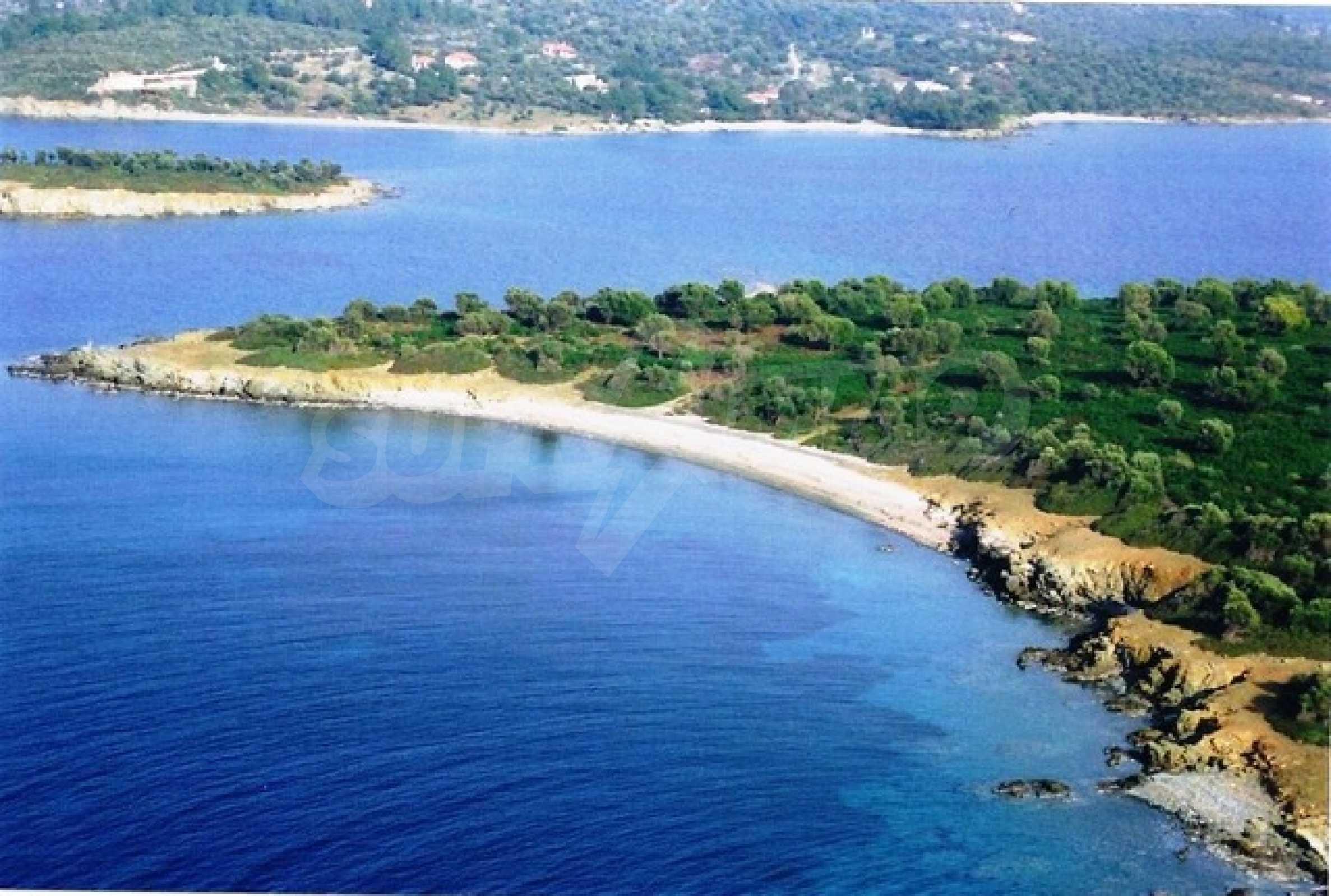 Остров  в  Агия Кириаки 1