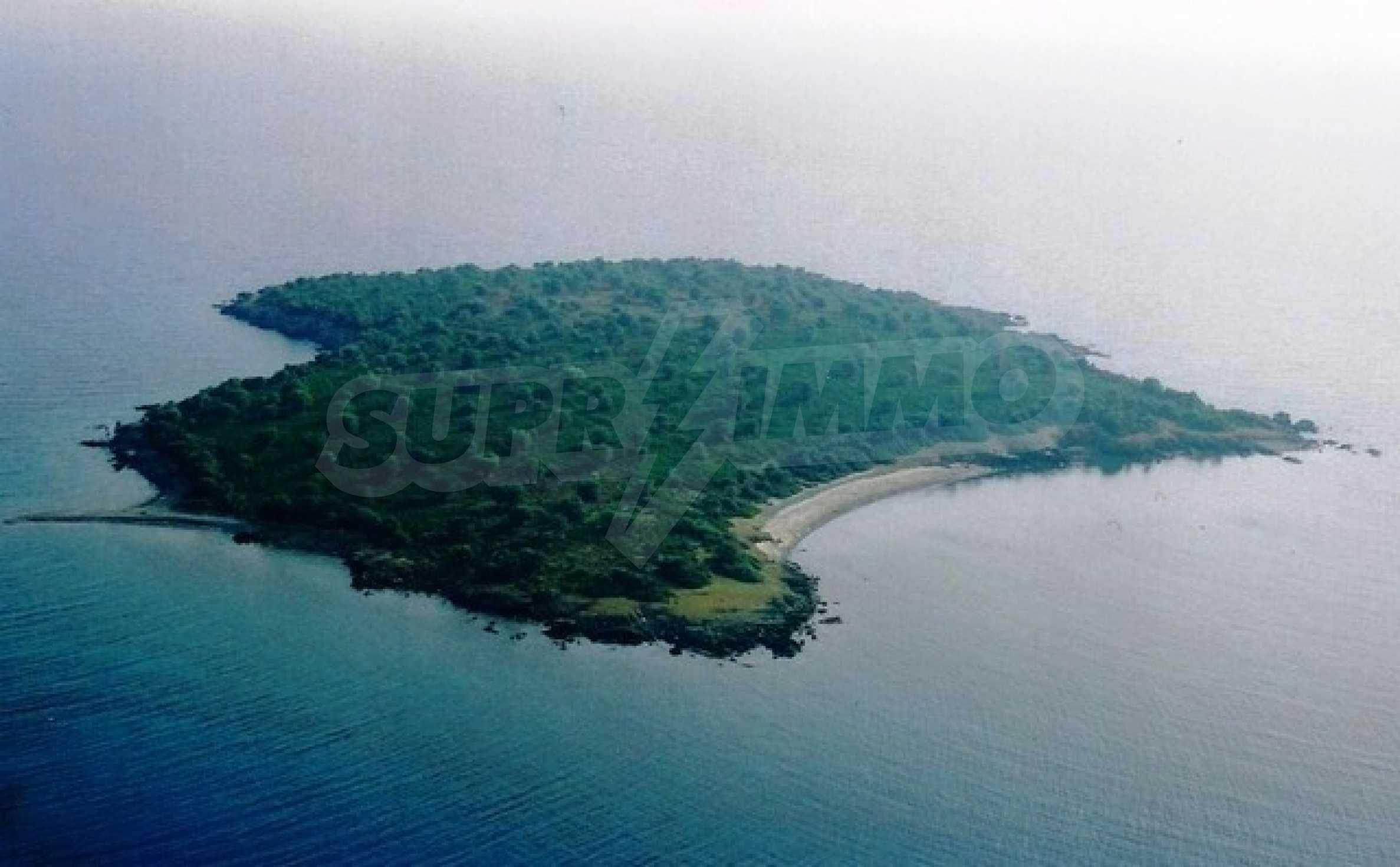 Остров  в  Агия Кириаки 2