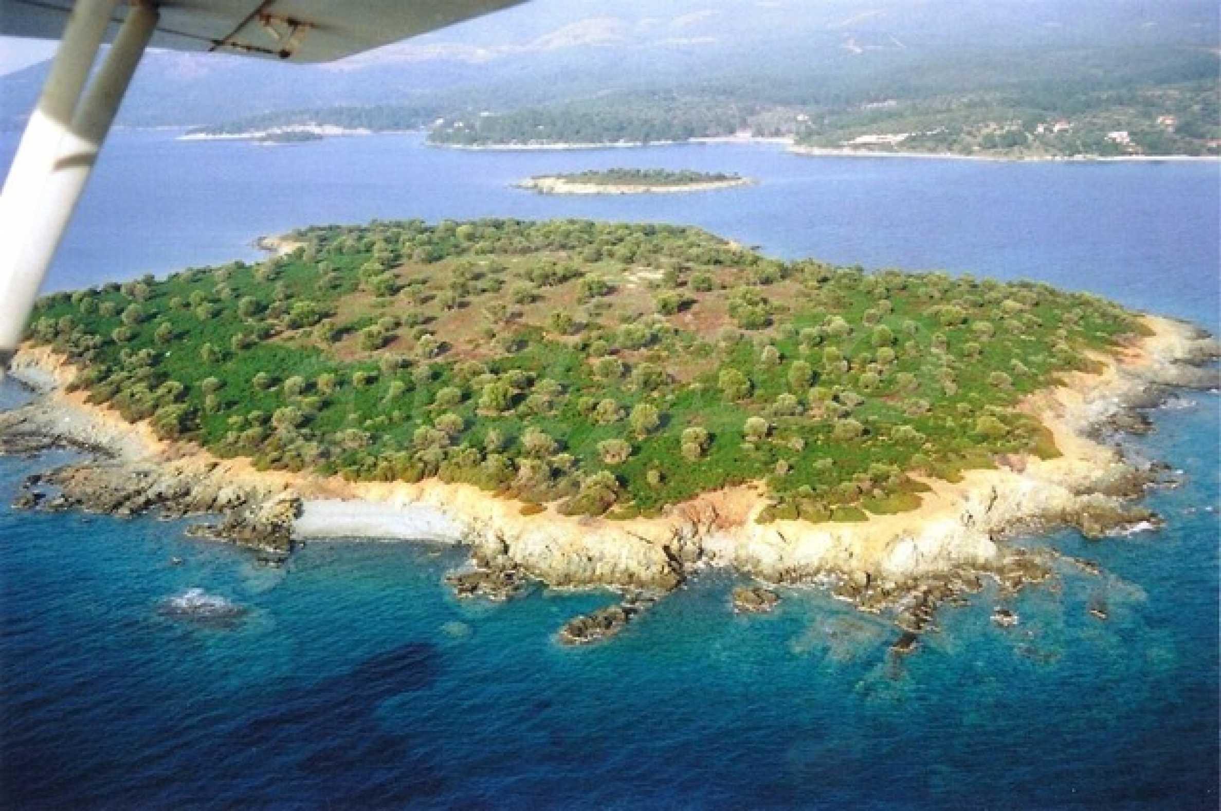 Остров  в  Агия Кириаки 3