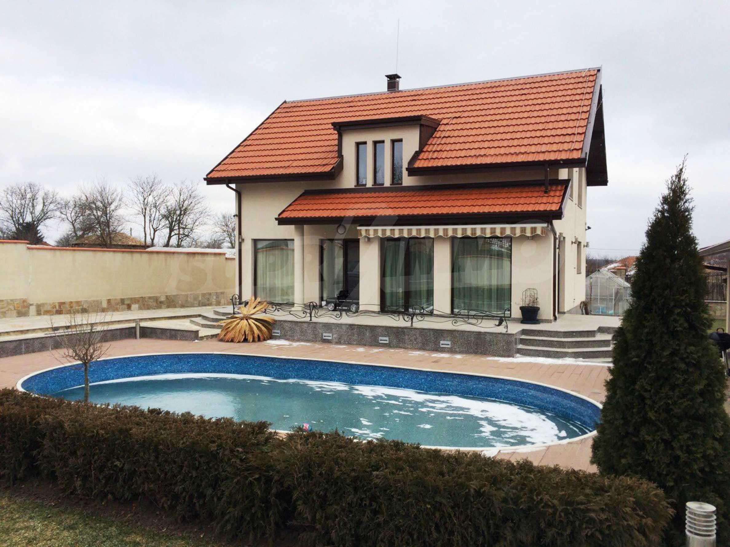 Модерна къща в град Добрич