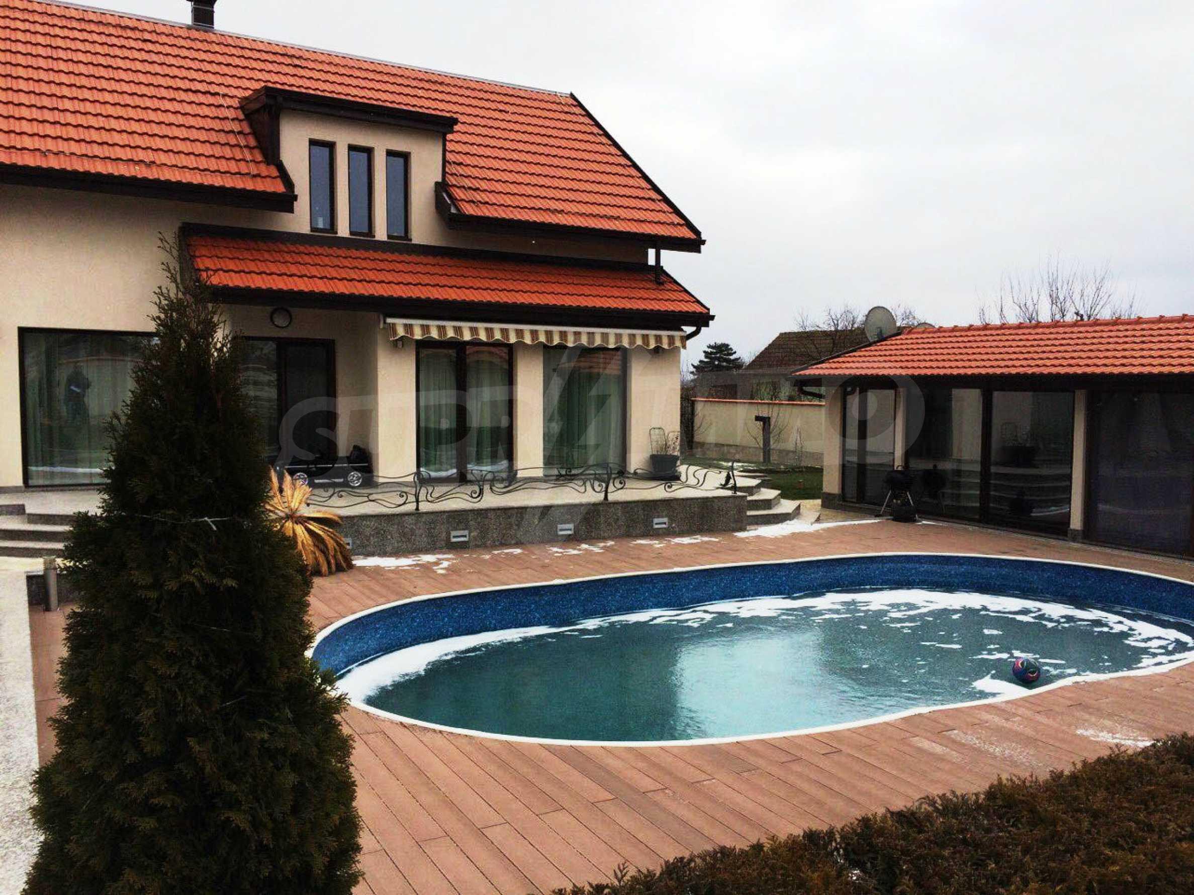 Модерна къща в град Добрич 1