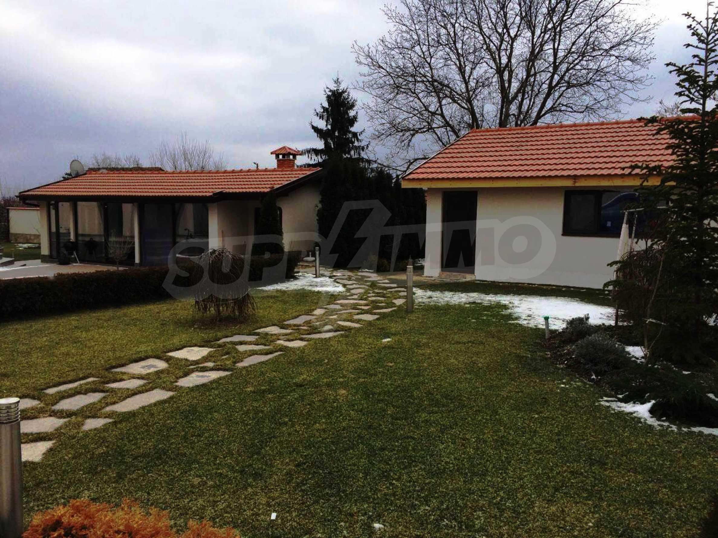 Модерна къща в град Добрич 2
