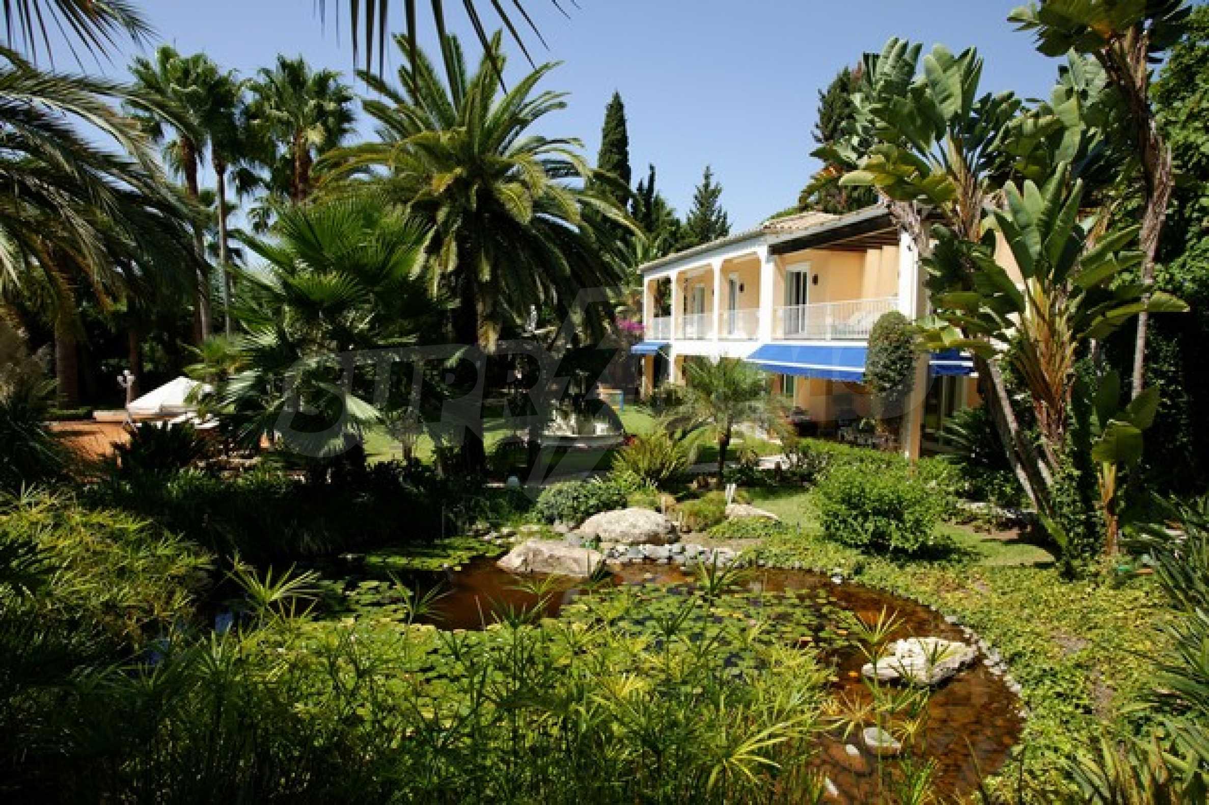 Уникална къща 1
