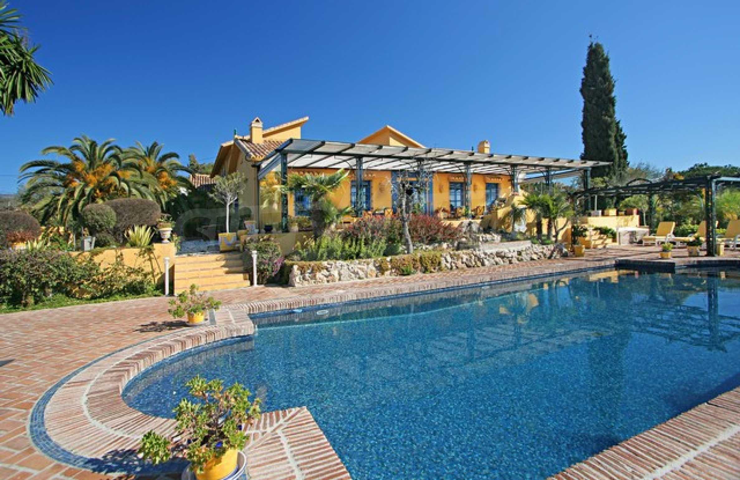 Къща в испански стил