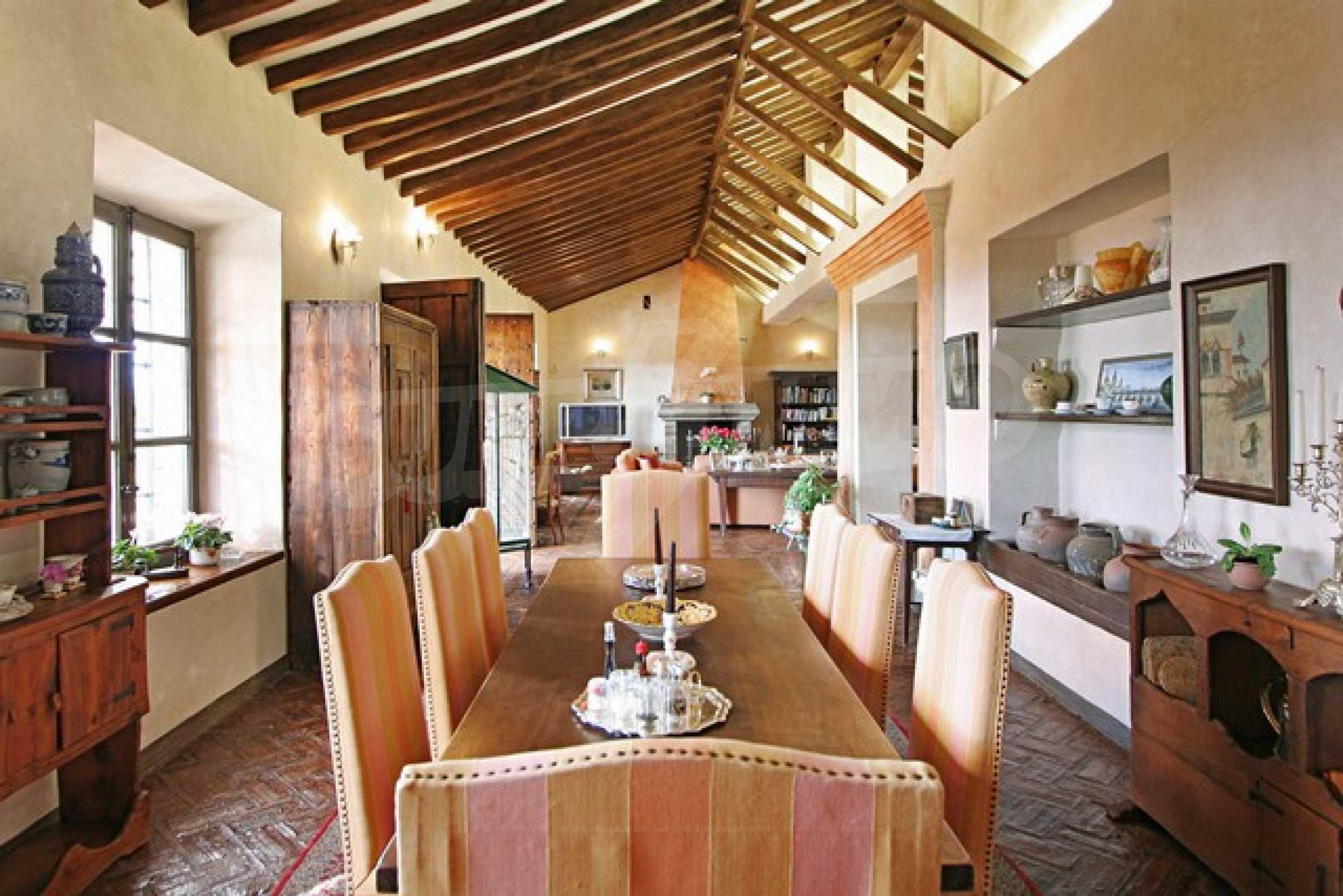 Къща в испански стил 16