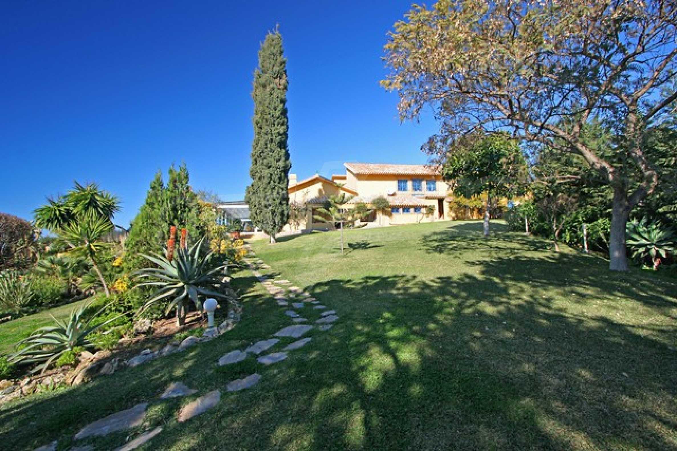 Къща в испански стил 1