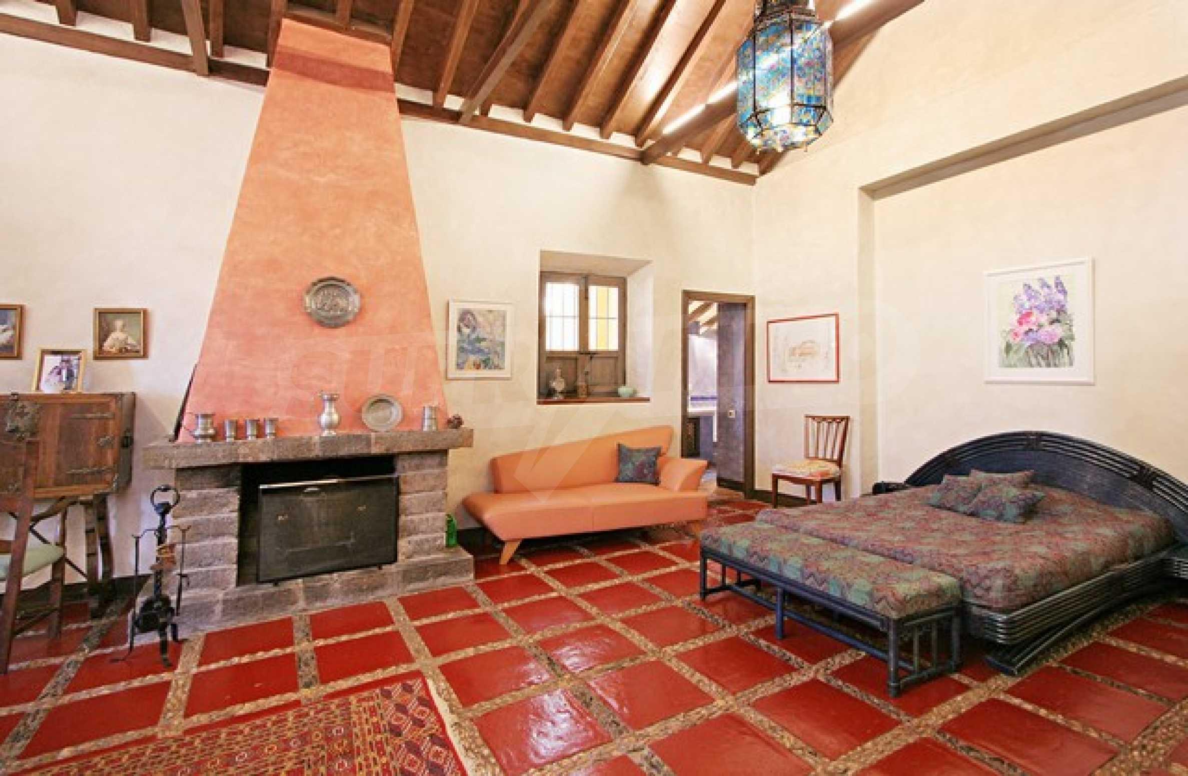 Къща в испански стил 20