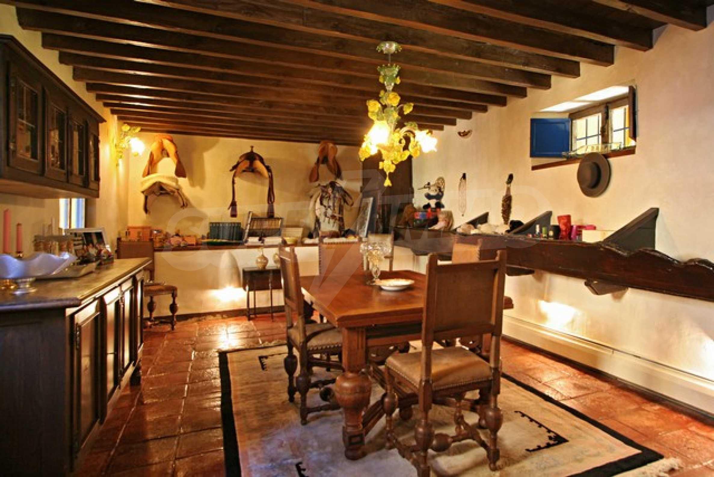 Къща в испански стил 22