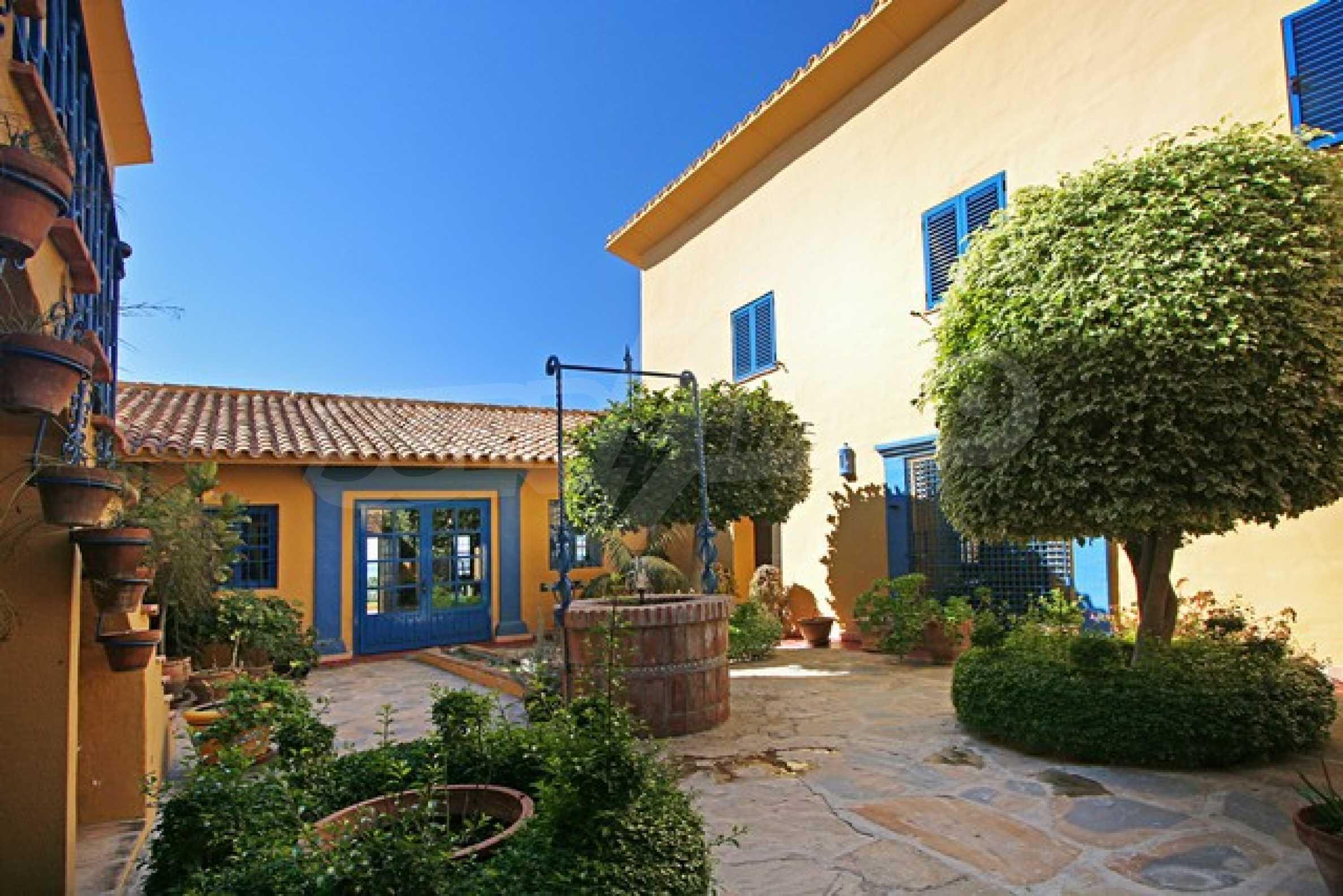 Къща в испански стил 5