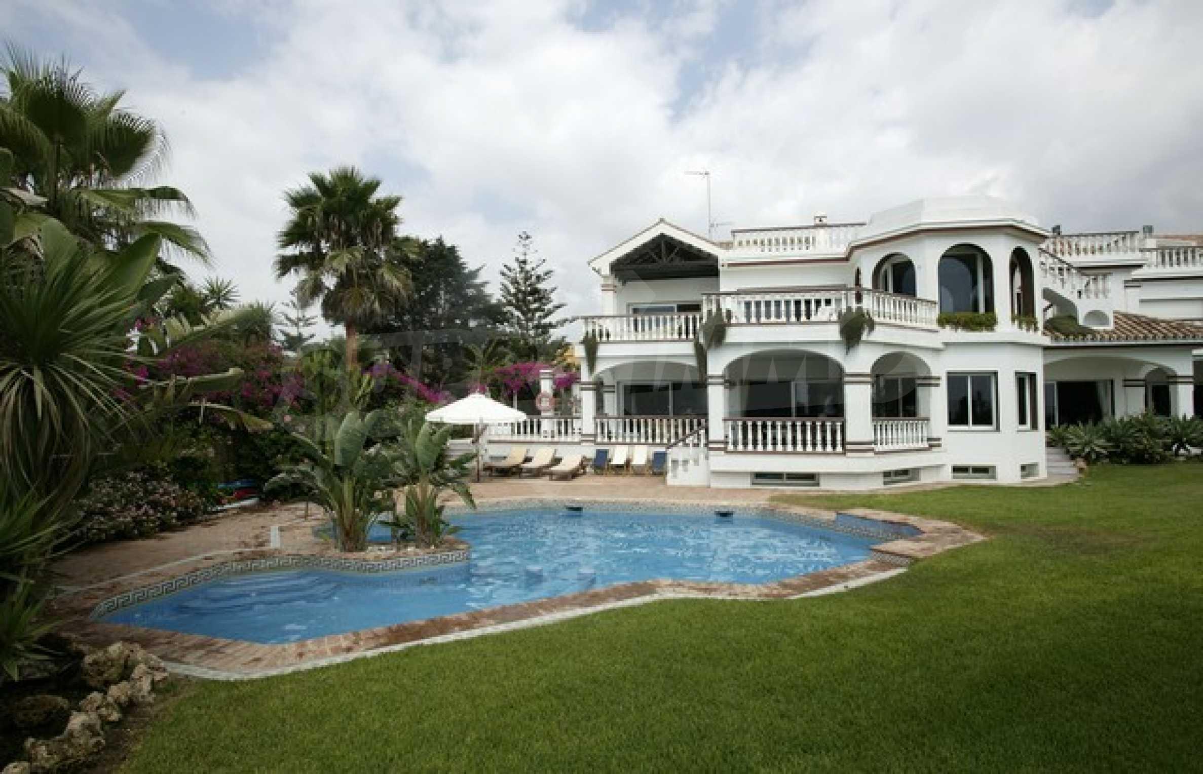 Луксозен имот