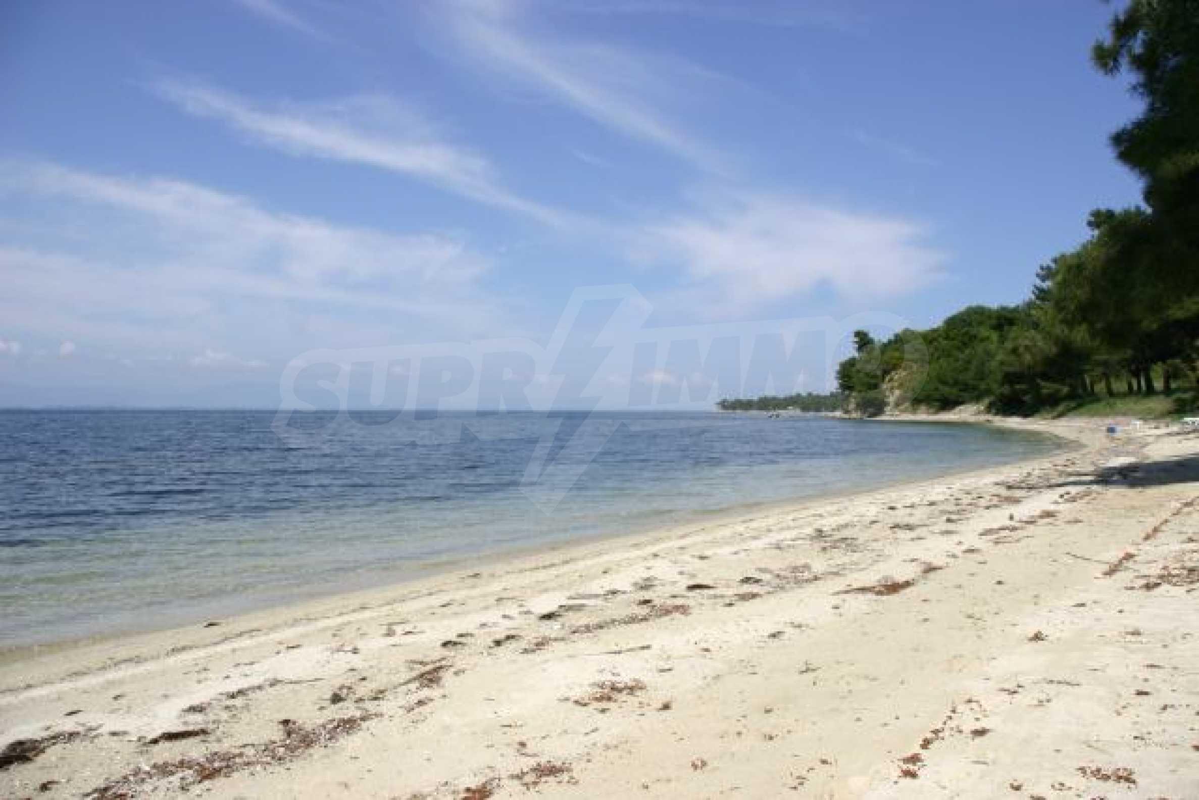 Имот на плажа 9