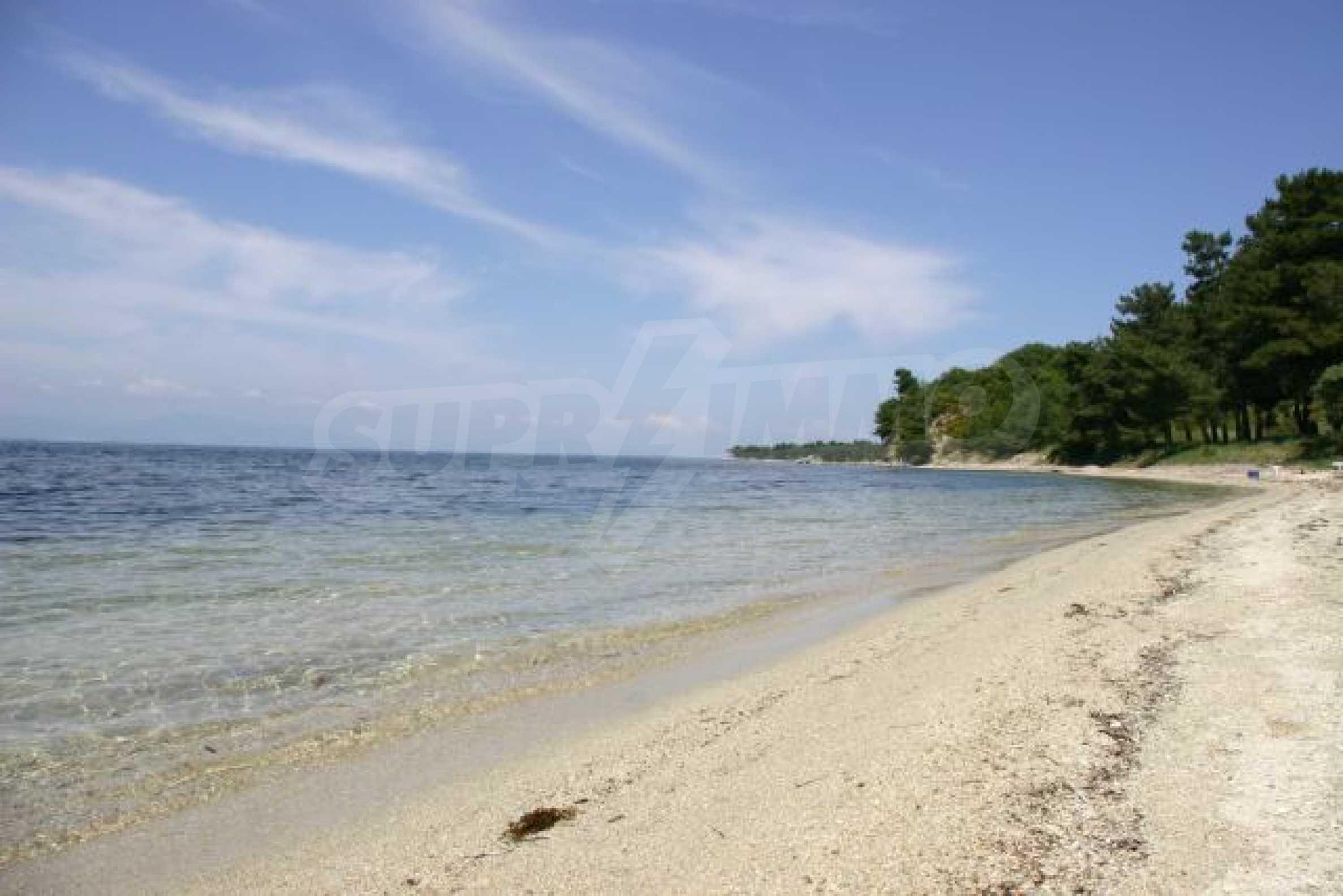 Имот на плажа 12