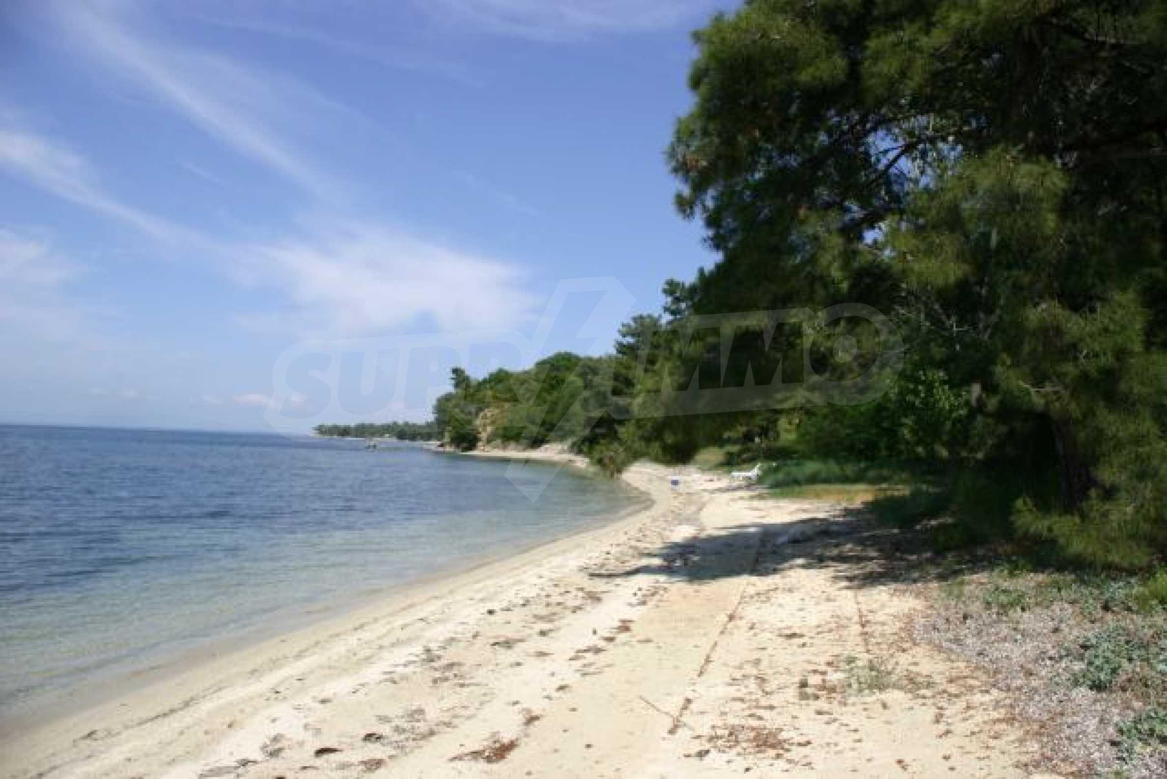 Имот на плажа 8