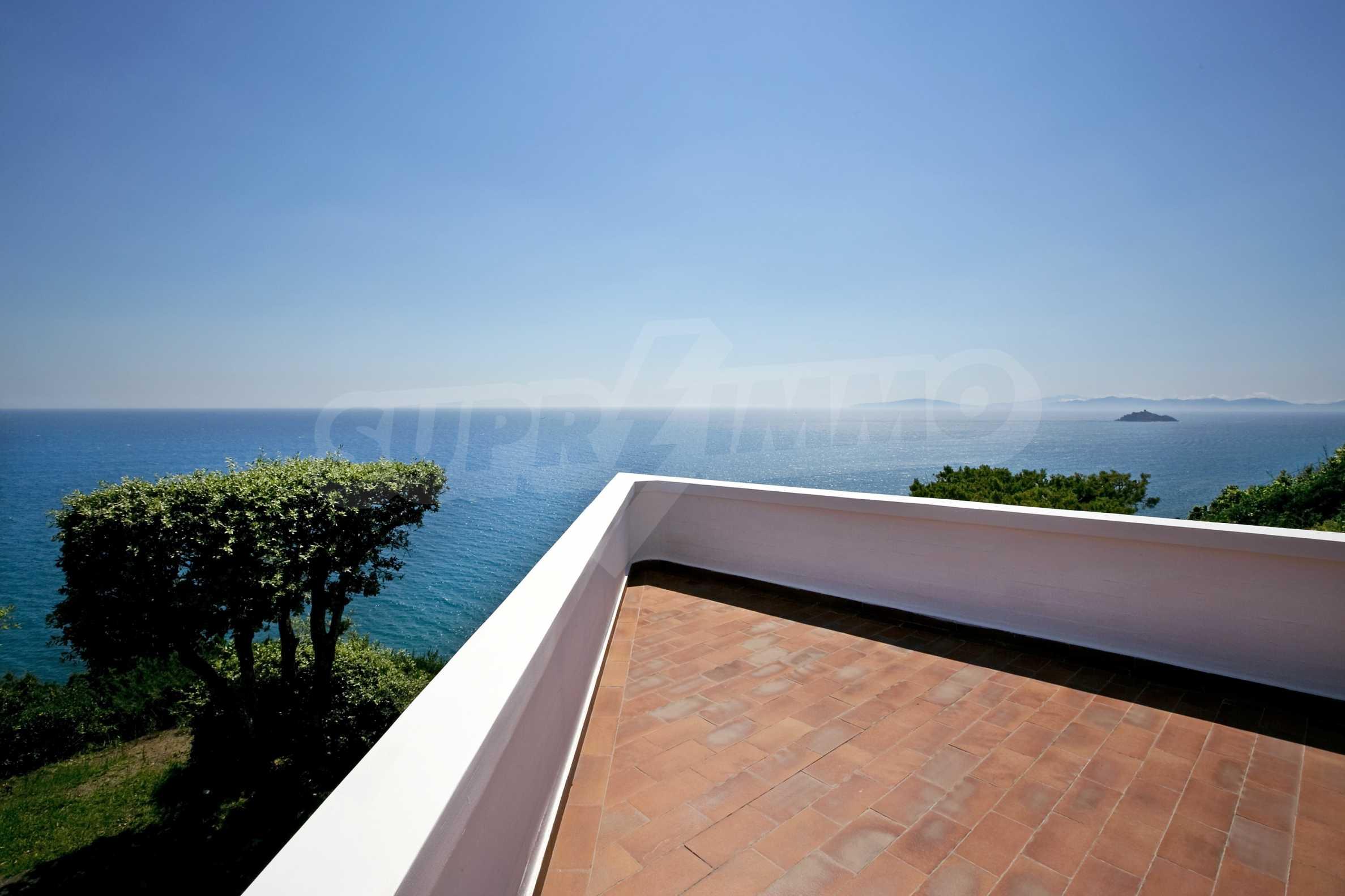 Изискана резиденция с морска гледка 10
