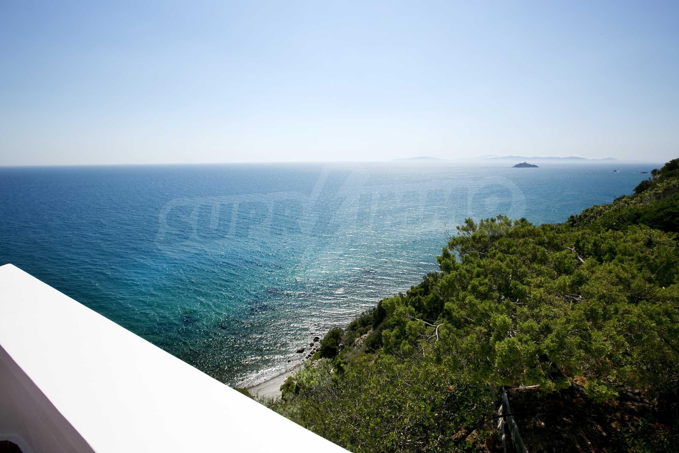 Изискана резиденция с морска гледка 11
