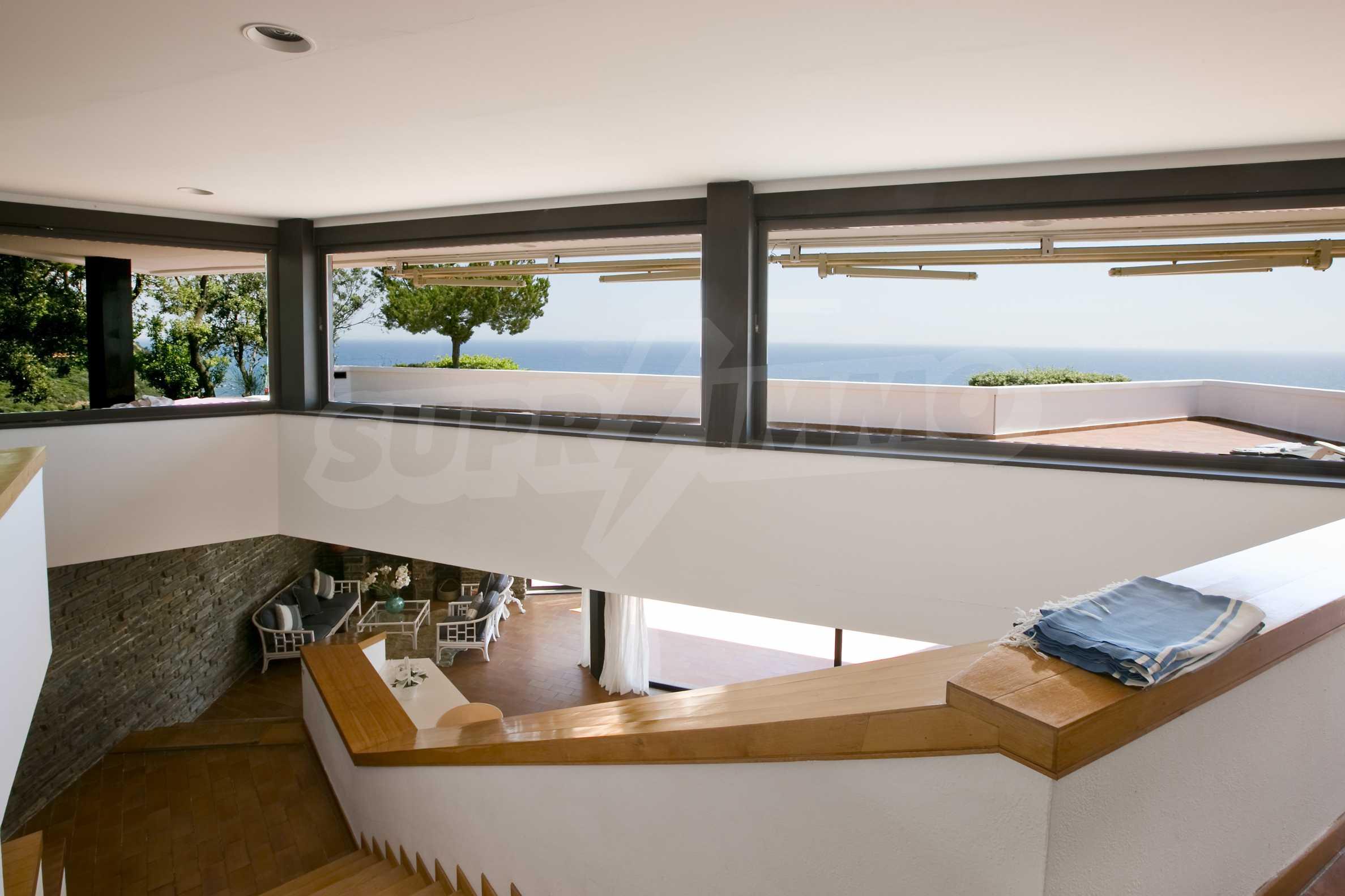 Изискана резиденция с морска гледка 12