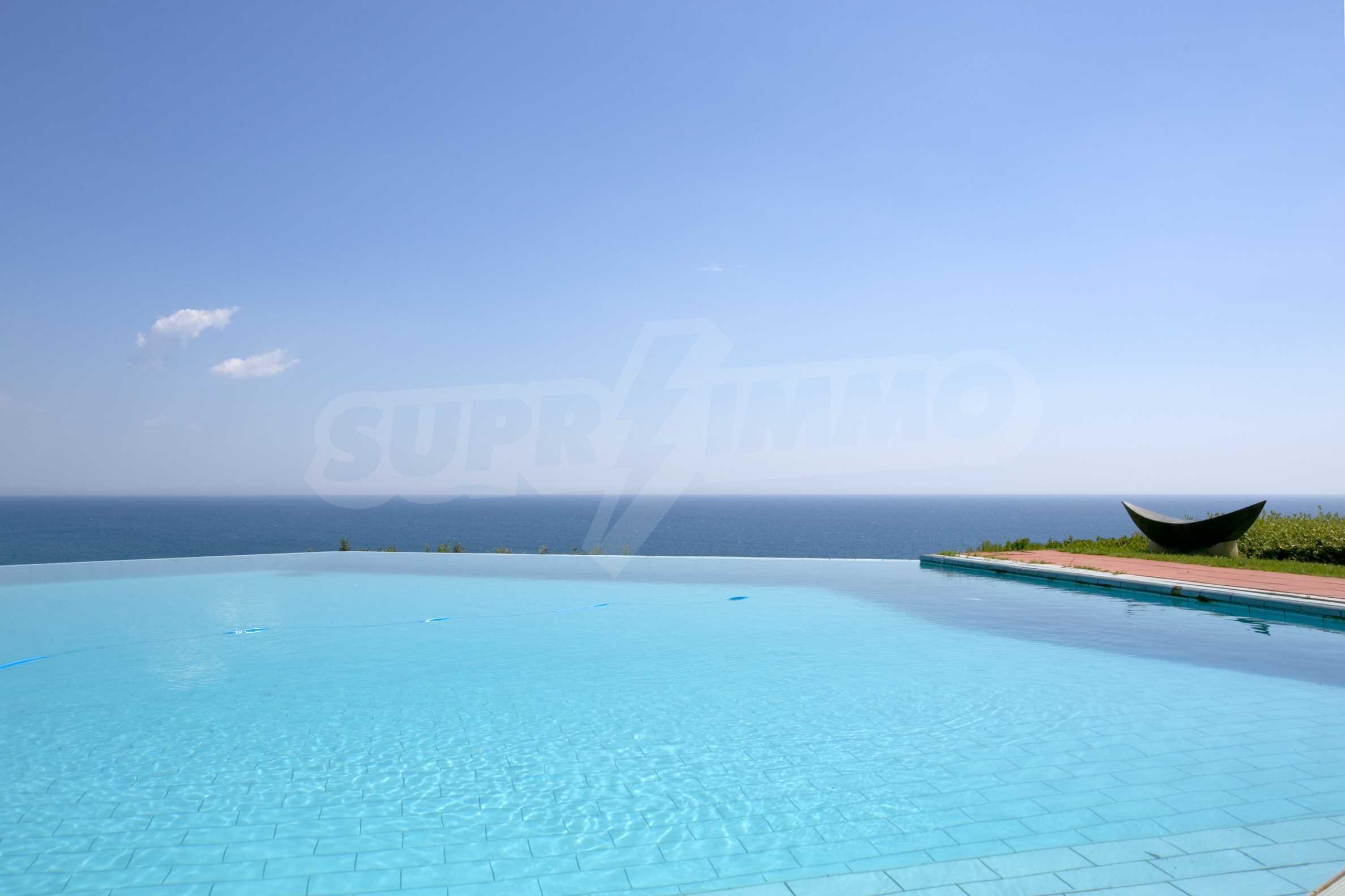 Изискана резиденция с морска гледка 16
