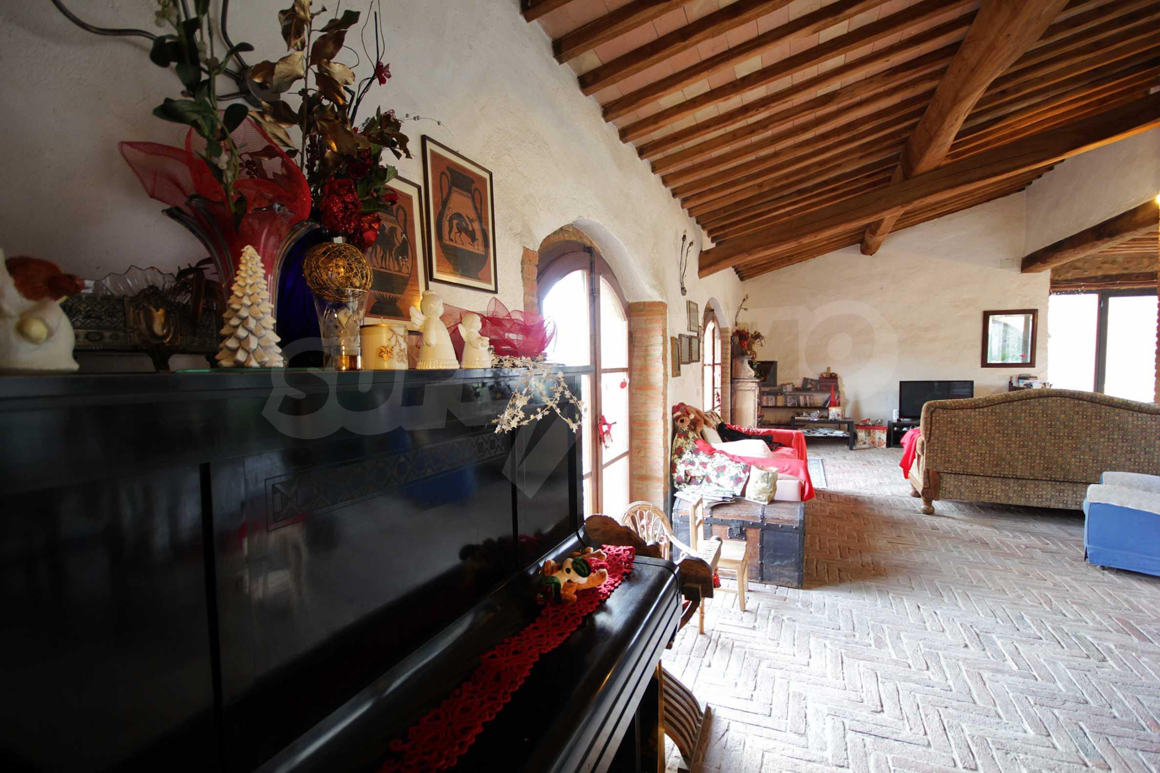 Луксозна вила близо Чивитела-Паганико 11