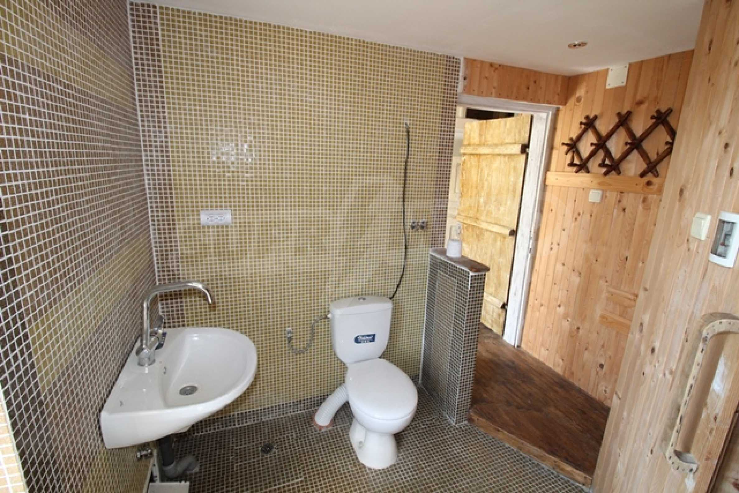 Реновирана двуетажна къща само на 2 км от Трявна 13