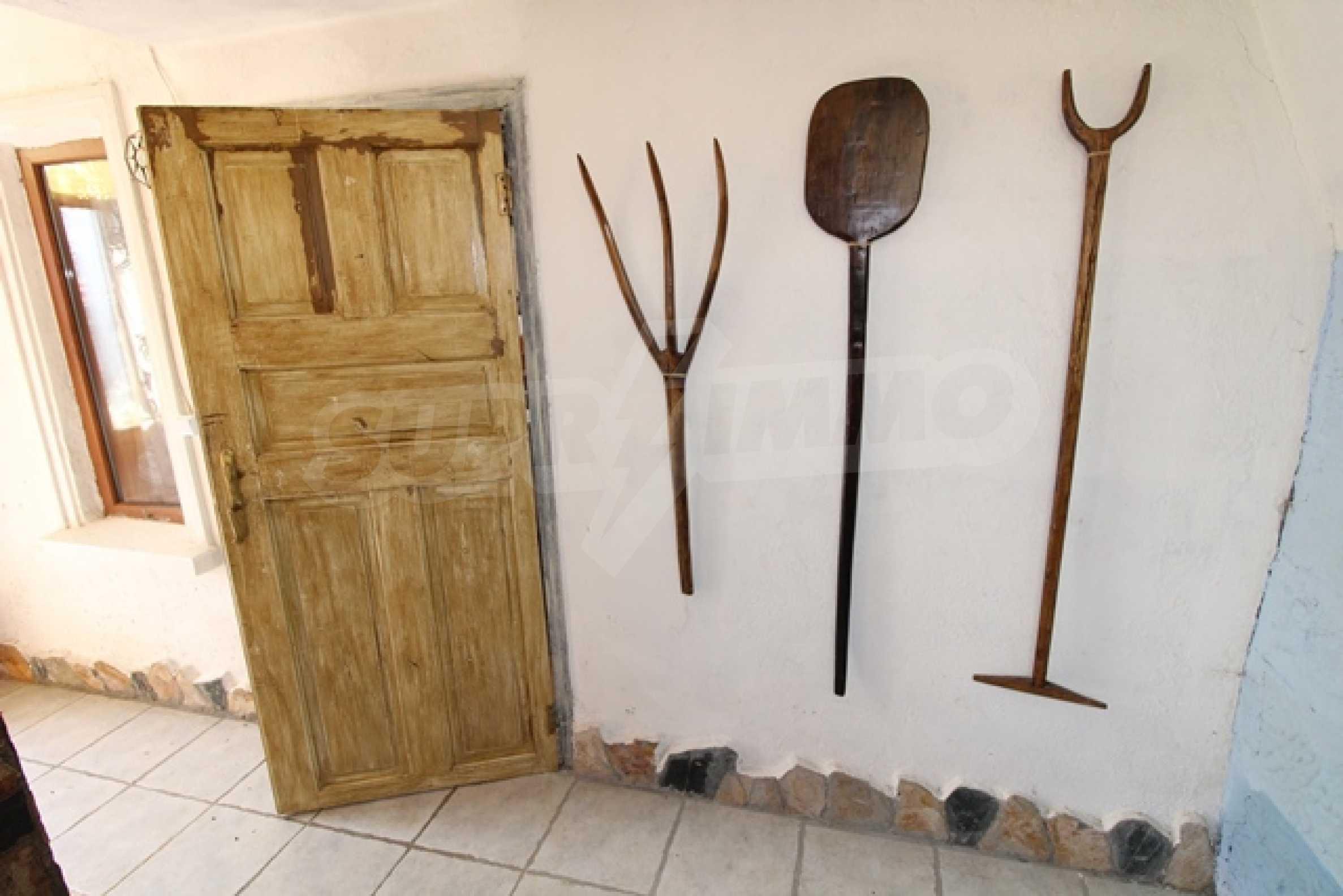 Реновирана двуетажна къща само на 2 км от Трявна 25
