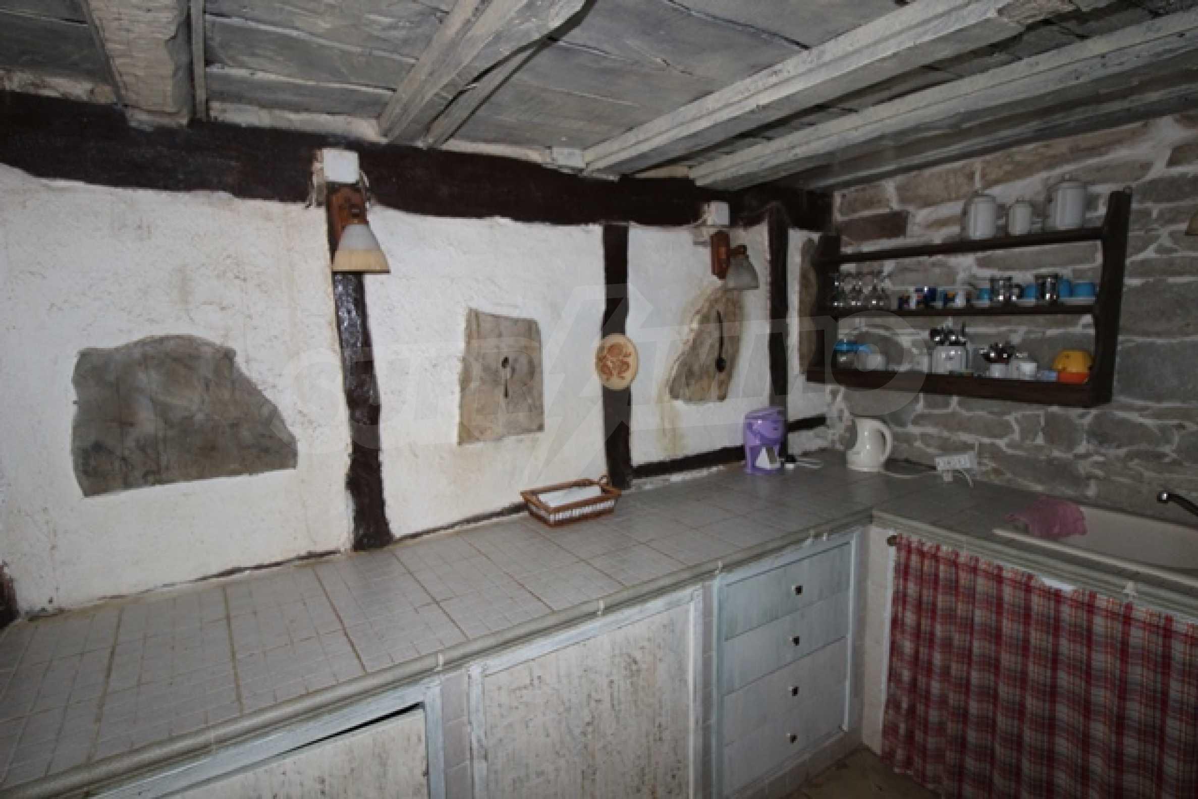 Реновирана двуетажна къща само на 2 км от Трявна 30