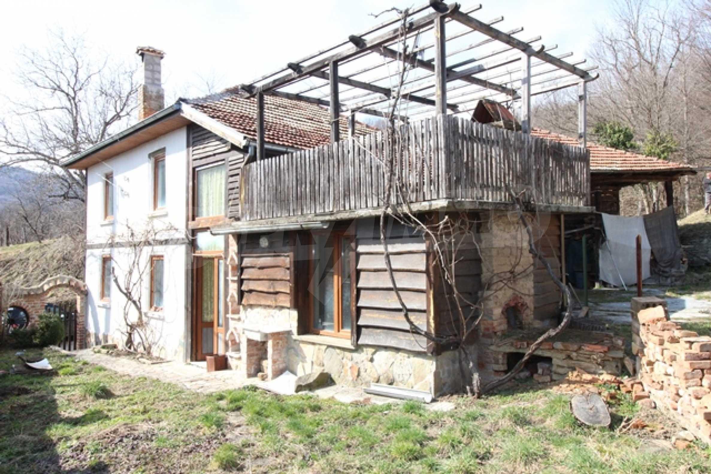 Реновирана двуетажна къща само на 2 км от Трявна 35