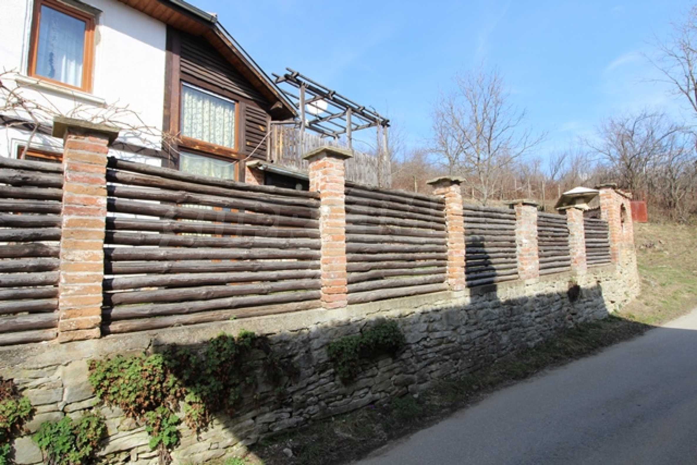 Реновирана двуетажна къща само на 2 км от Трявна 37