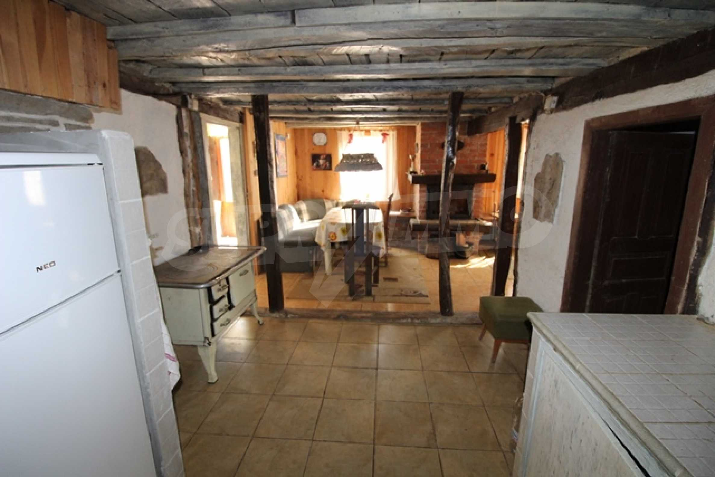 Реновирана двуетажна къща само на 2 км от Трявна 8