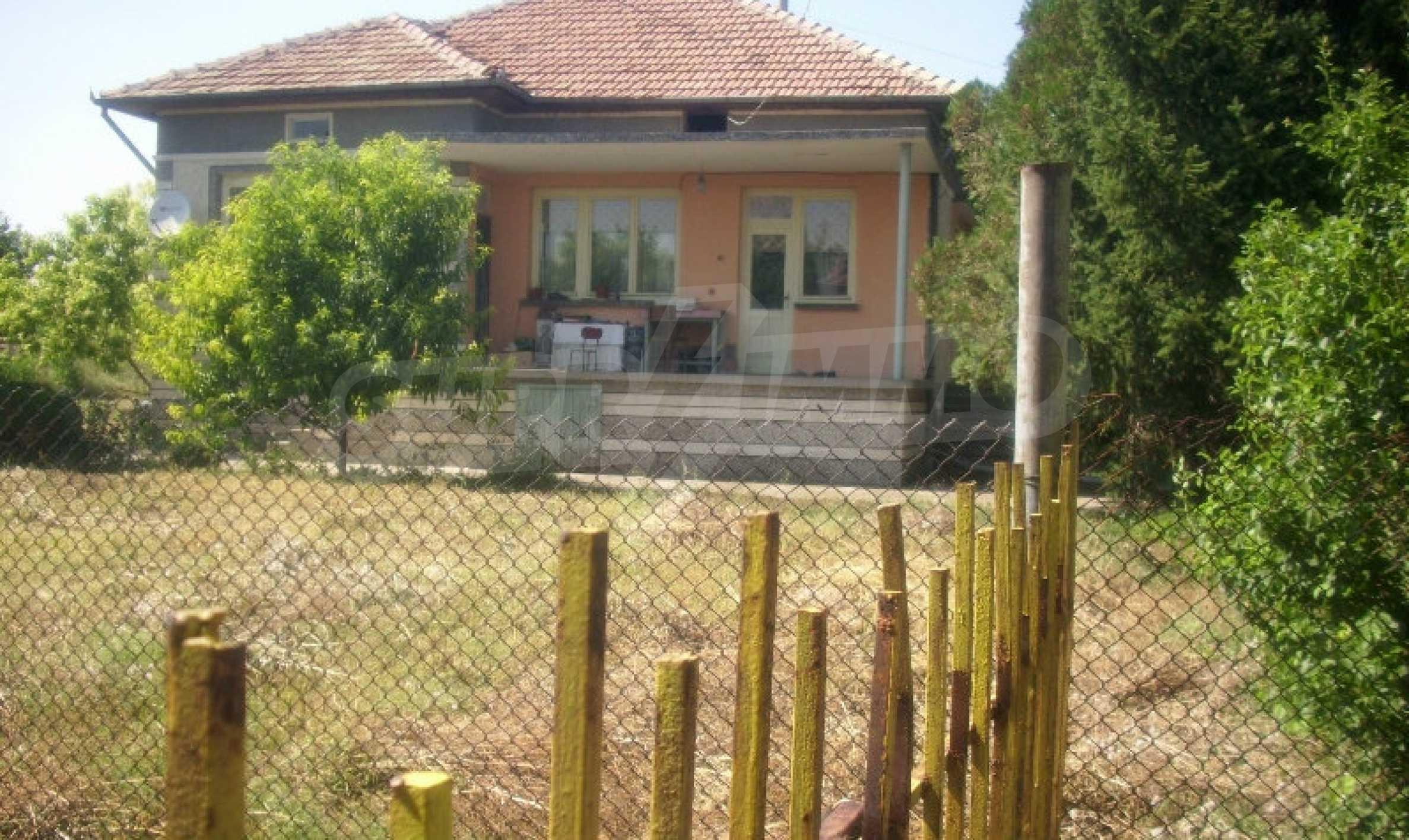 Едноетажна масивна къща в село на 3 км от гр. Полски Тръмбеш